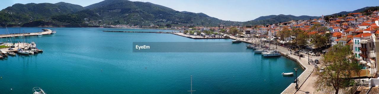 OLYMPUS DIGITAL CAMERA Skópelos Skopelos Greek Island Island Beach Boats City Cityscape Frontside Mountain