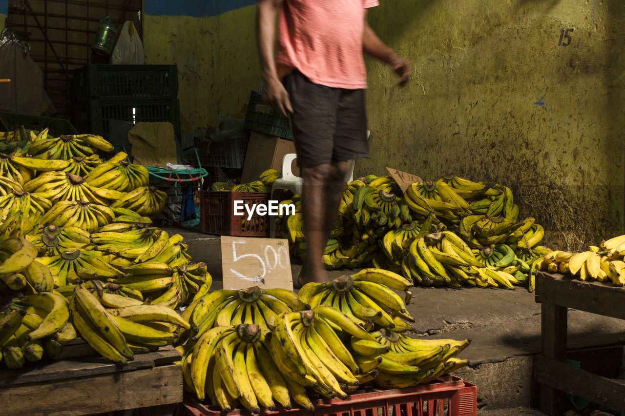 market, vegetable, food, healthy eating, food and drink, market stall, banana, for sale, freshness, fruit, yellow, real people, low section, day, outdoors, men, one person, people
