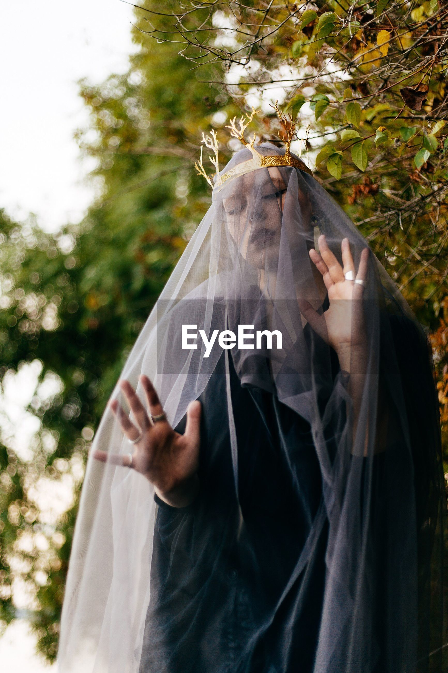 veil, wedding, bride, real people, women, wedding dress, one person, outdoors, day, holding, young adult, young women, lifestyles, tree, nature, human hand, close-up, people