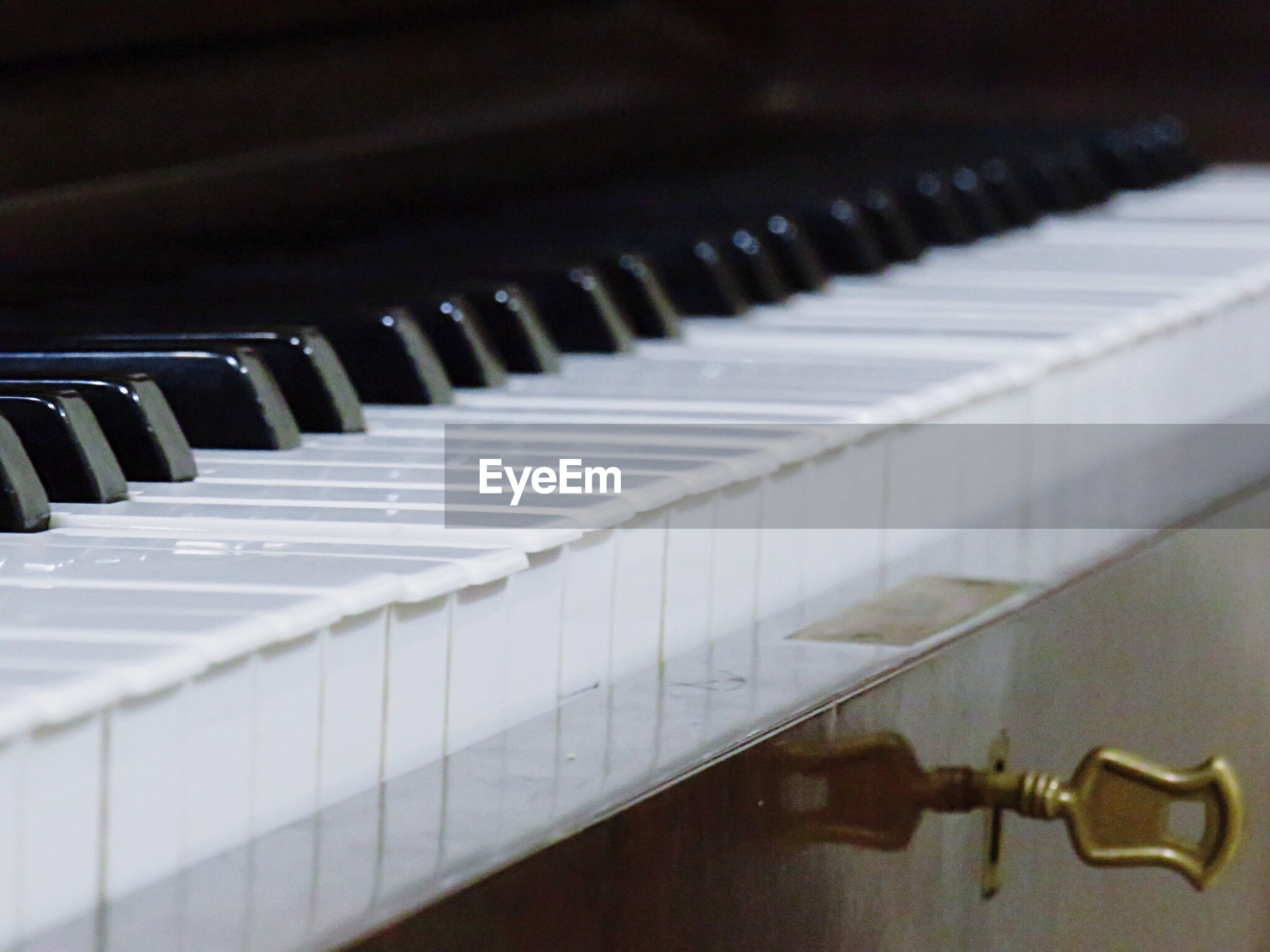 CLOSE-UP OF PIANO KEYS IN ROW