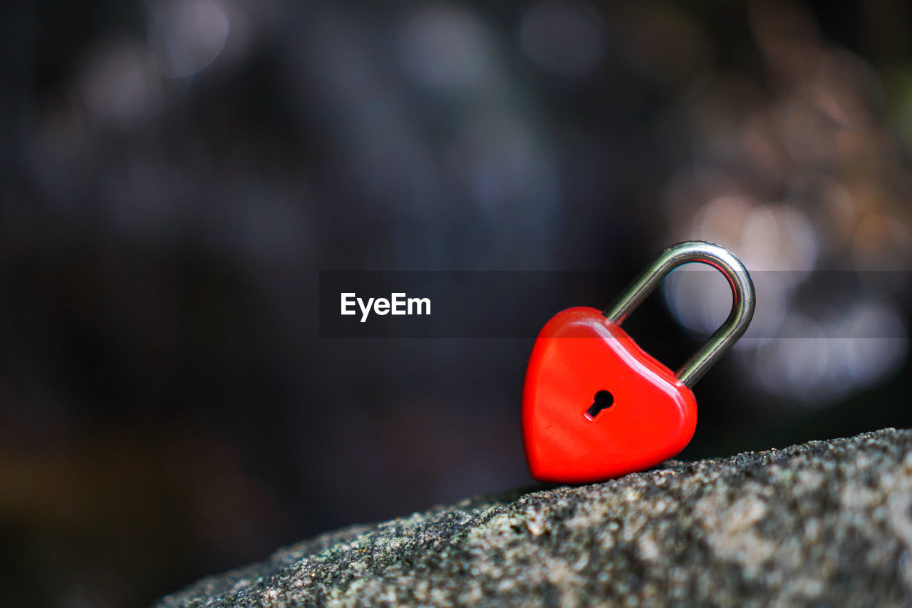 red, selective focus, close-up, solid, rock, focus on foreground, no people, rock - object, day, metal, outdoors, nature, still life, safety, rough, security, protection, heart shape, positive emotion, shape