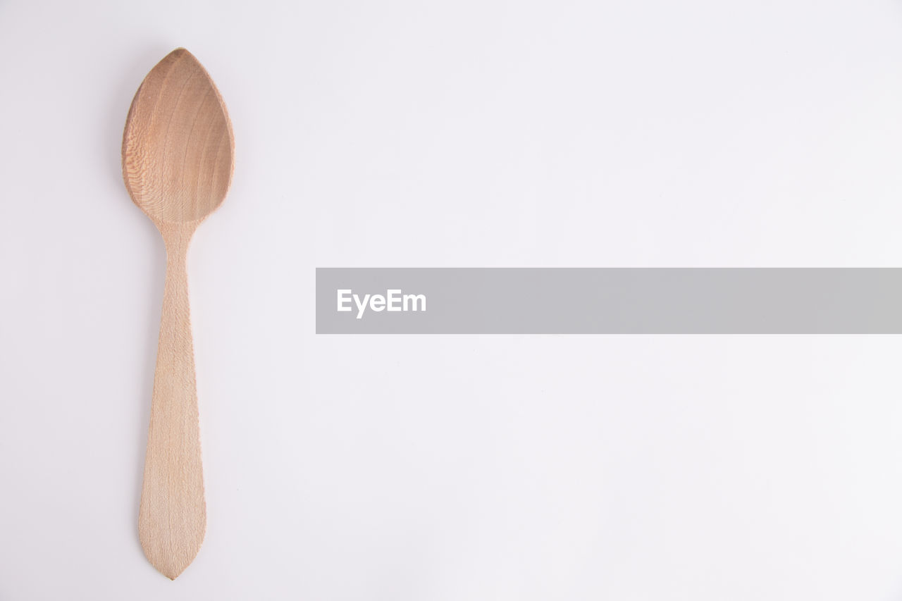 spoon, eating utensil, kitchen utensil, wooden spoon, still life, wood - material, indoors, copy space, household equipment, no people, studio shot, white background, close-up, spatula, directly above, cut out, food and drink, cooking utensil, brown, single object