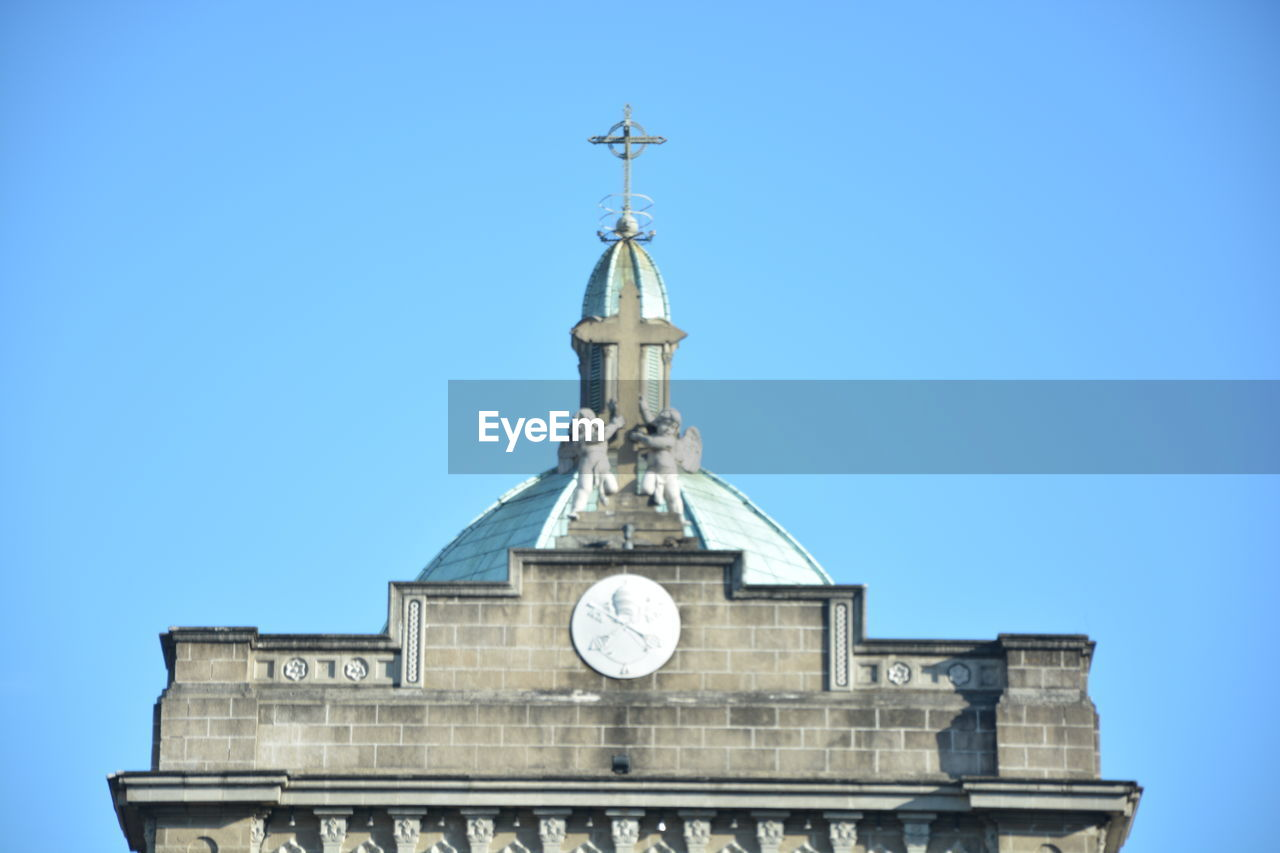 architecture, built structure, building exterior, sky, low angle view, religion, blue, belief, place of worship, building, clear sky, spirituality, no people, nature, travel destinations, tower, copy space, clock, spire