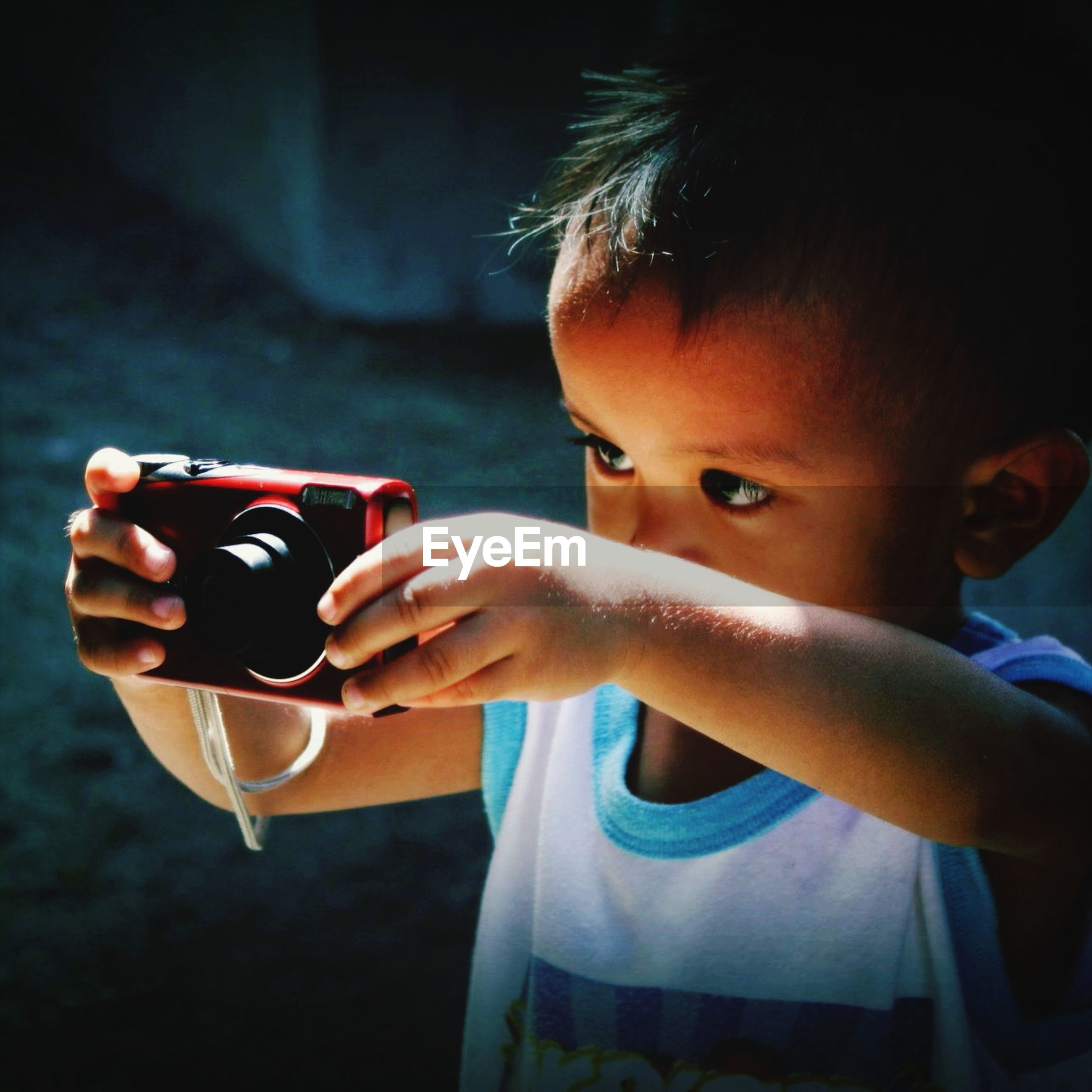 childhood, elementary age, lifestyles, indoors, innocence, headshot, focus on foreground, boys, leisure activity, cute, person, girls, food and drink, close-up, holding, casual clothing, waist up, head and shoulders