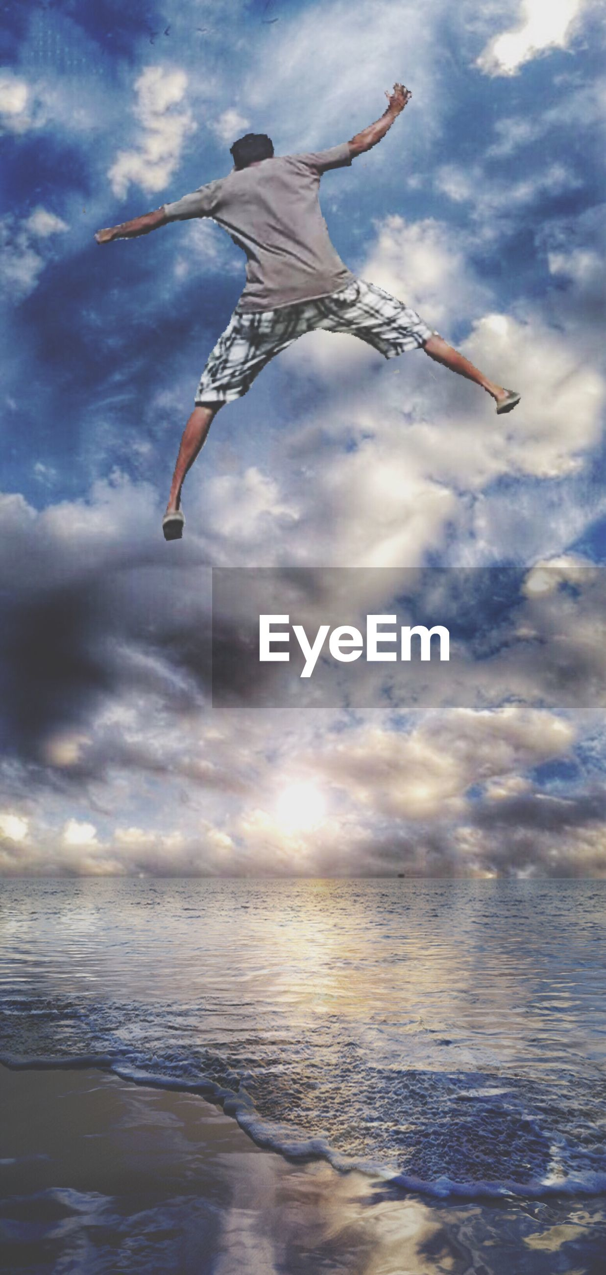 sky, sea, cloud - sky, water, beach, flying, cloudy, horizon over water, mid-air, cloud, leisure activity, motion, waterfront, nature, shore, scenics, beauty in nature, vacations