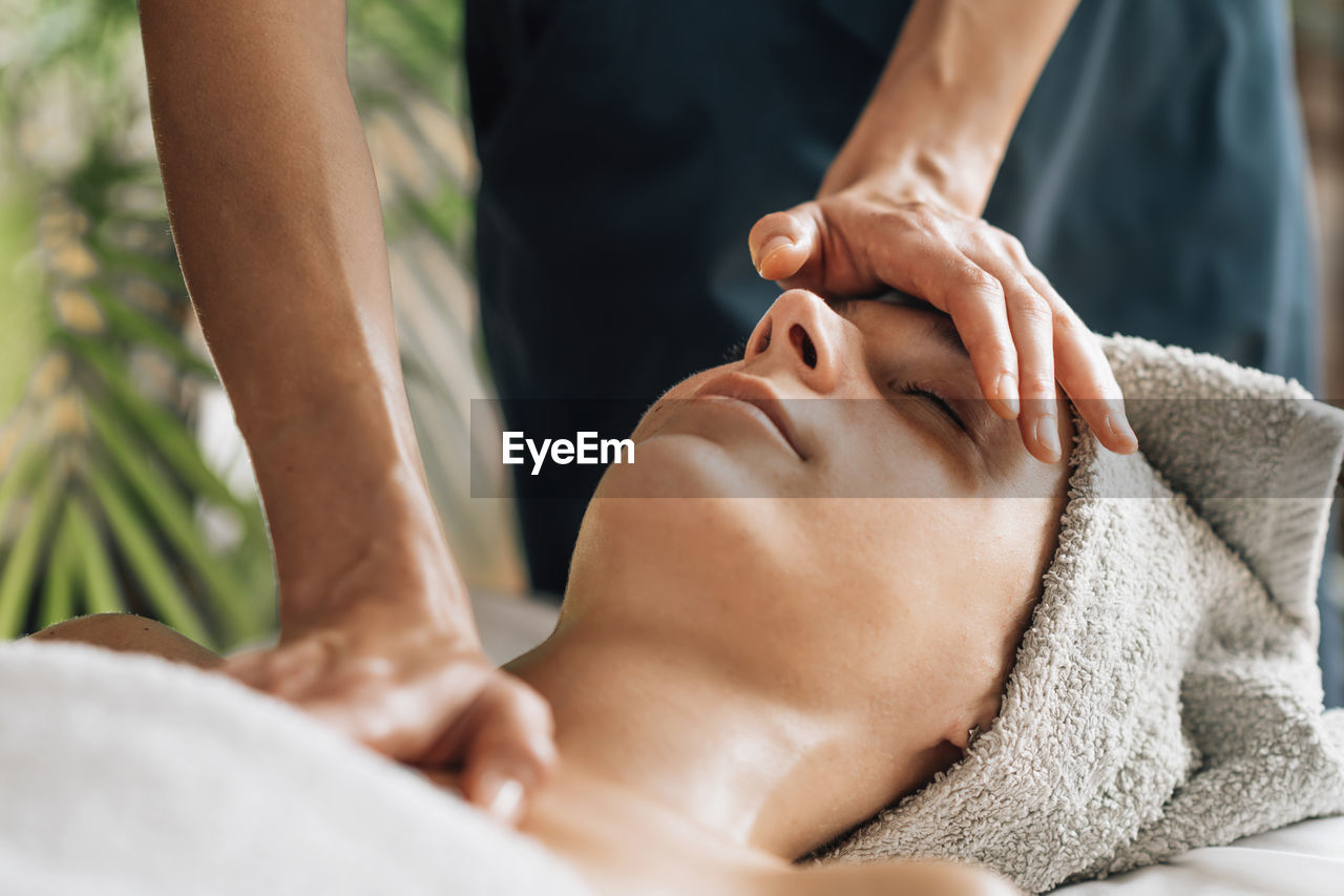 Deep relaxing ayurvedic head, face and chest massage