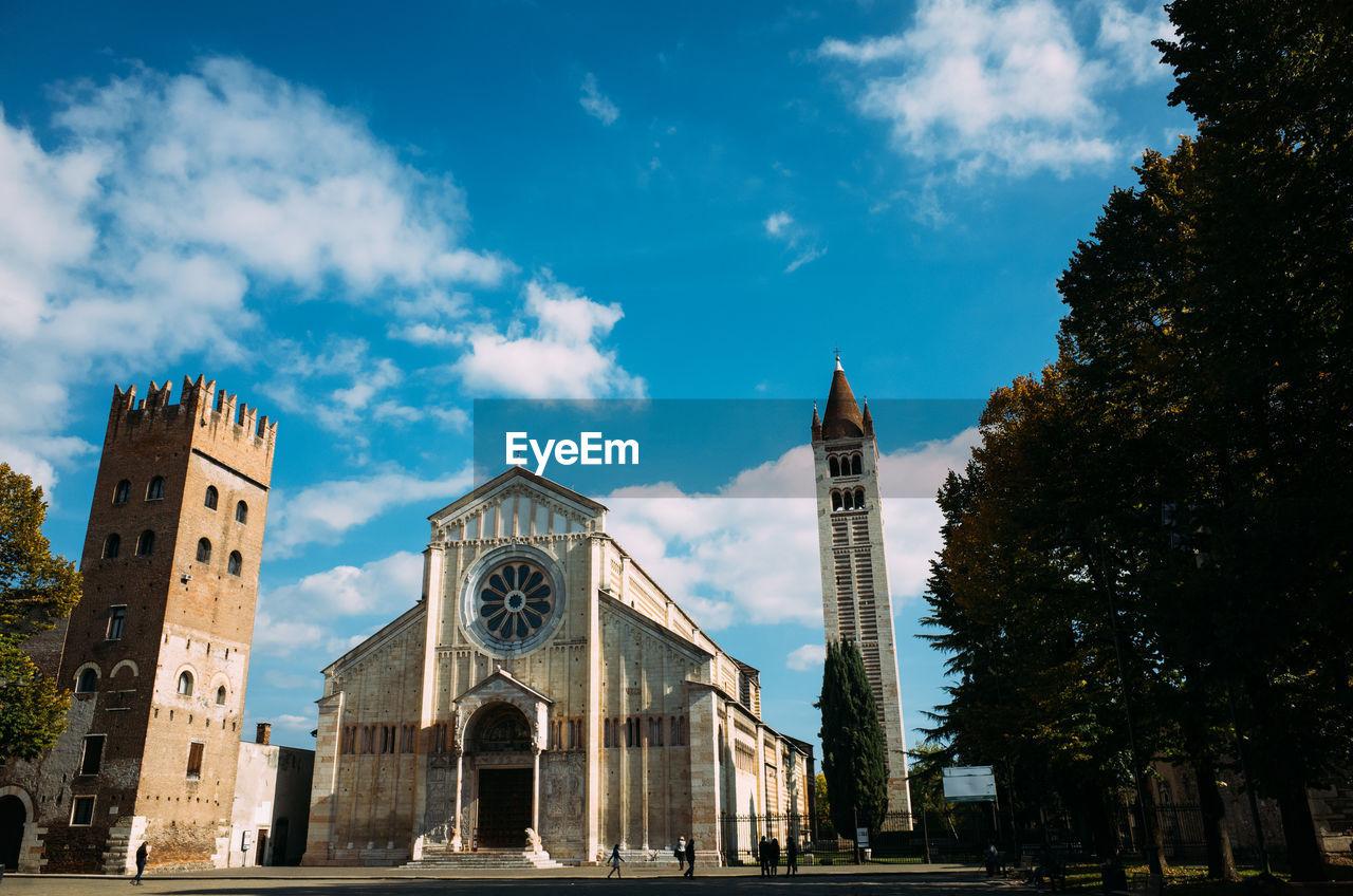 Basilica of san zeno against sky