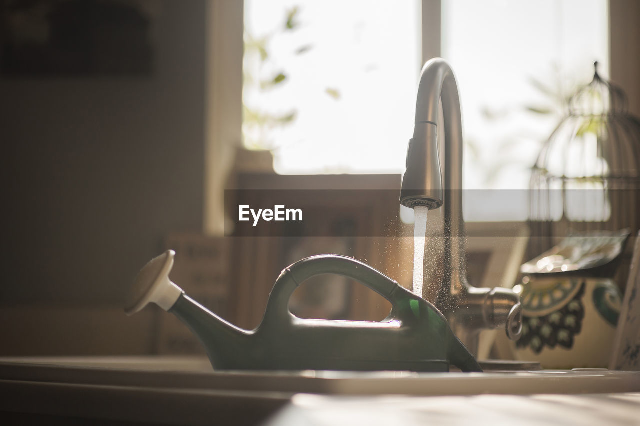 indoors, home, focus on foreground, home interior, no people, sink, window, close-up, metal, domestic room, domestic kitchen, household equipment, faucet, still life, selective focus, kitchen, day, absence, sunlight, table, steel