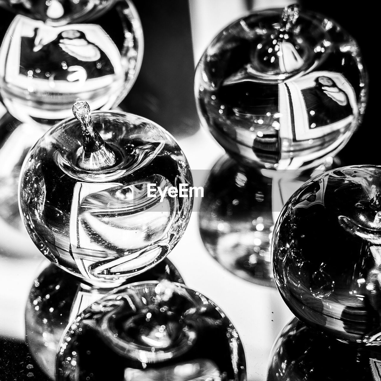 indoors, reflection, close-up, table, no people, shiny, focus on foreground, variation, choice, day