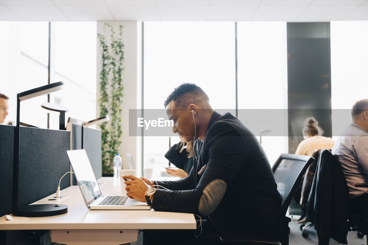 office, business, business person, sitting, computer, businessman, table, communication, wireless technology, technology, men, corporate business, indoors, adult, connection, males, working, laptop, young men, colleague, using laptop, mature men, teamwork, coworker
