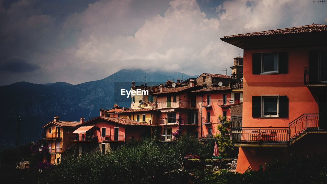 building exterior, architecture, built structure, building, cloud - sky, sky, residential district, nature, house, mountain, no people, outdoors, city, plant, dusk, town, tree, day, roof