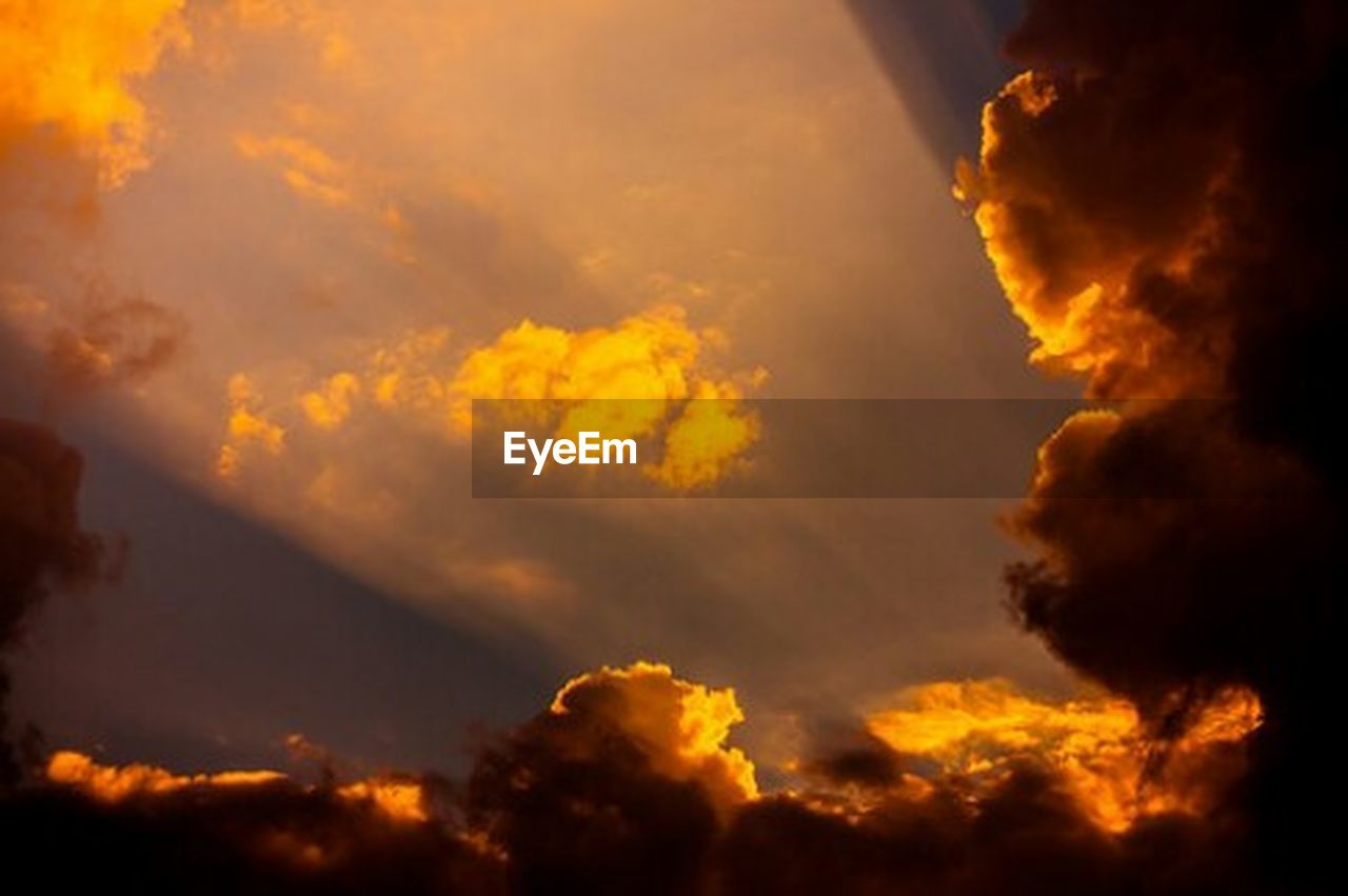 cloud - sky, sky, storm, dramatic sky, environment, beauty in nature, cloudscape, storm cloud, nature, overcast, atmosphere, sunset, yellow, wind, scenics - nature, no people, orange color, twilight, dark, power in nature, outdoors, ominous, climate
