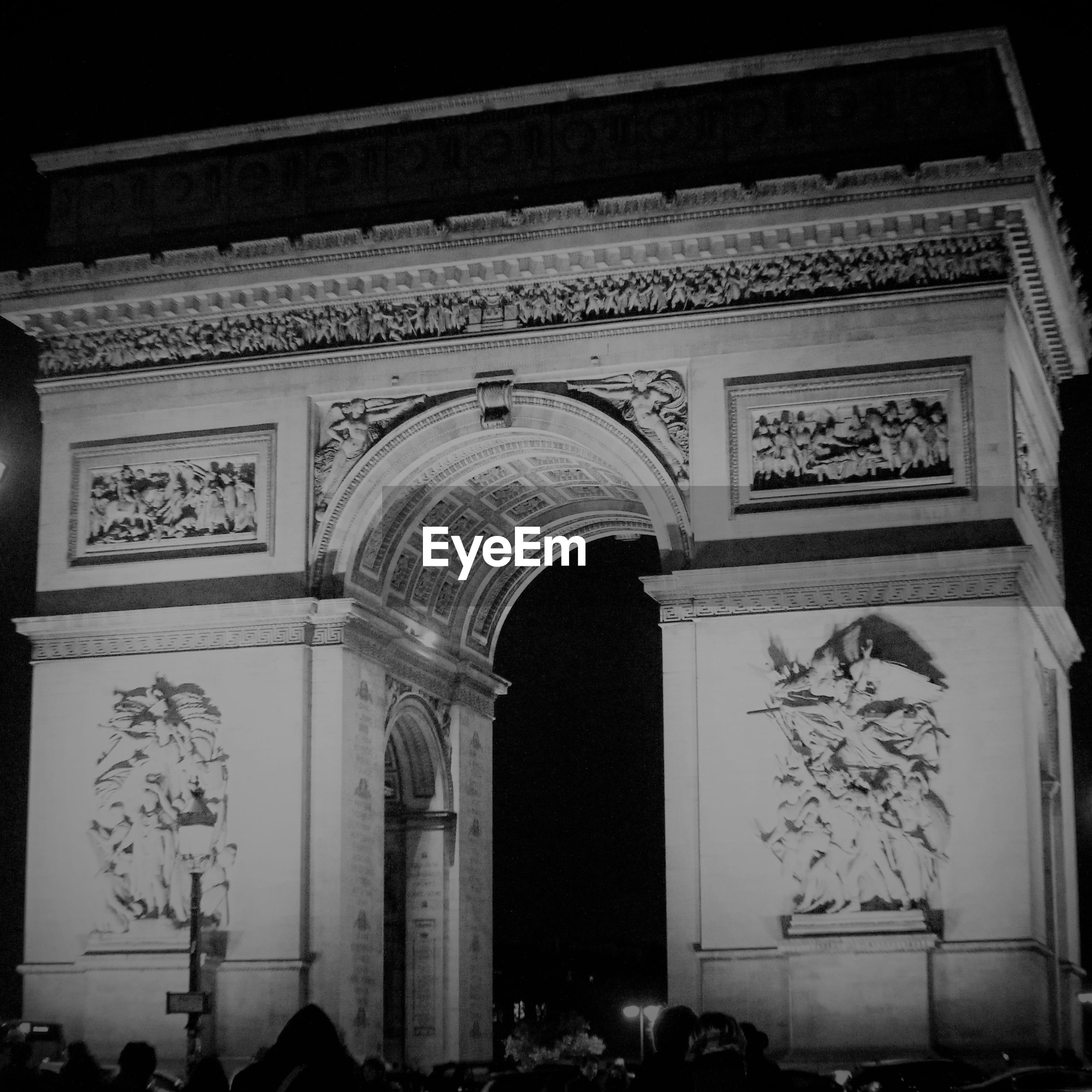 arch, architecture, history, built structure, triumphal arch, low angle view, outdoors, building exterior, night, no people
