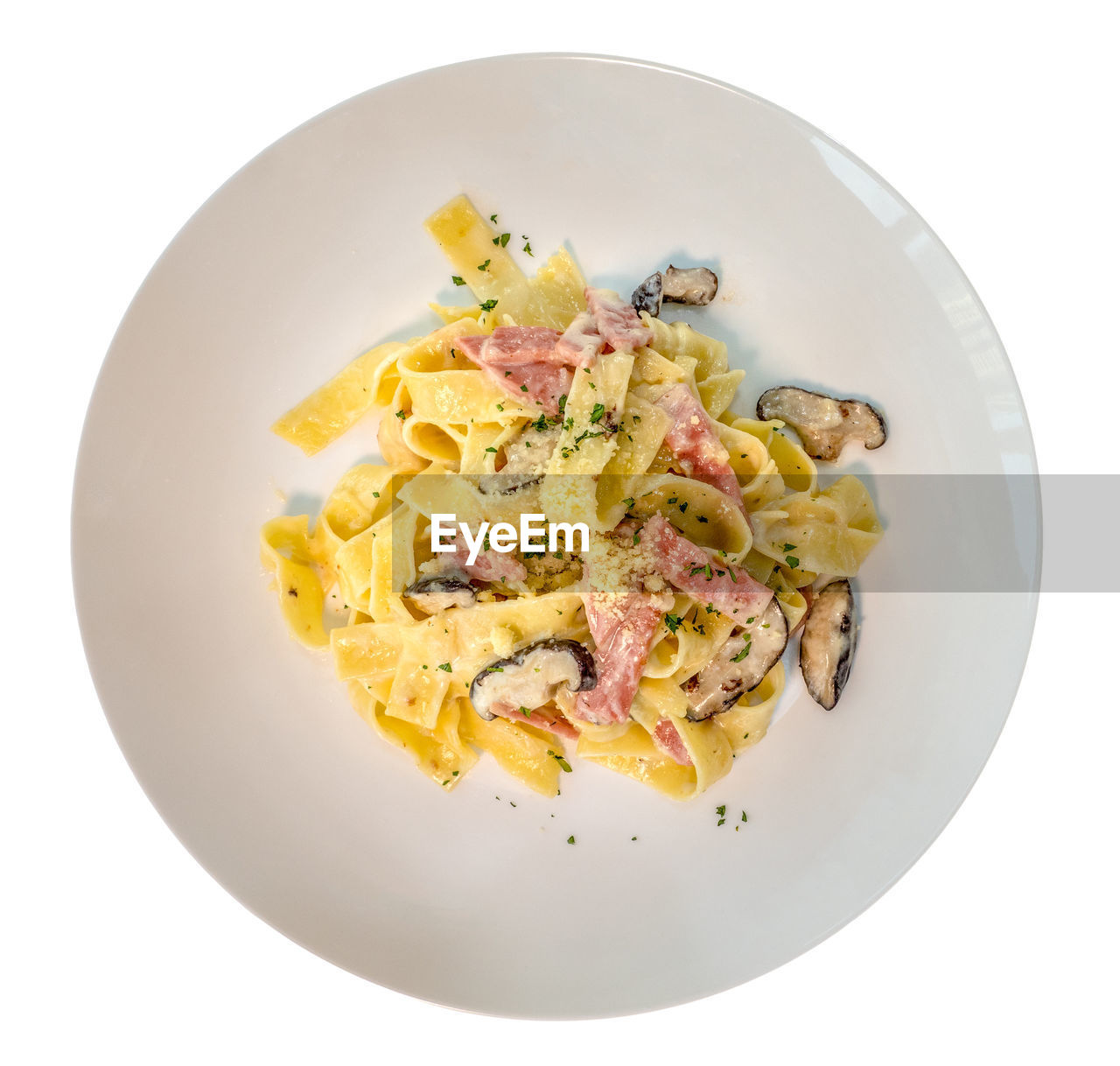 food, food and drink, ready-to-eat, studio shot, freshness, plate, indoors, directly above, serving size, white background, wellbeing, still life, healthy eating, no people, high angle view, close-up, vegetable, italian food, meal, pasta, garnish, breakfast, temptation