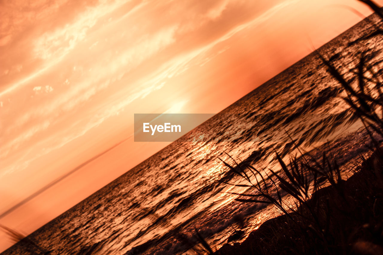 sunset, sea, beauty in nature, orange color, nature, scenics, tranquil scene, horizon over water, tranquility, water, sun, sky, idyllic, no people, silhouette, sunlight, outdoors, beach, close-up