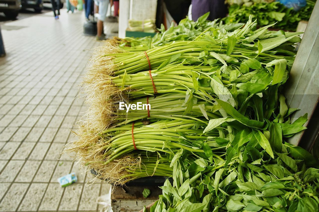 HIGH ANGLE VIEW OF VEGETABLES ON STREET MARKET