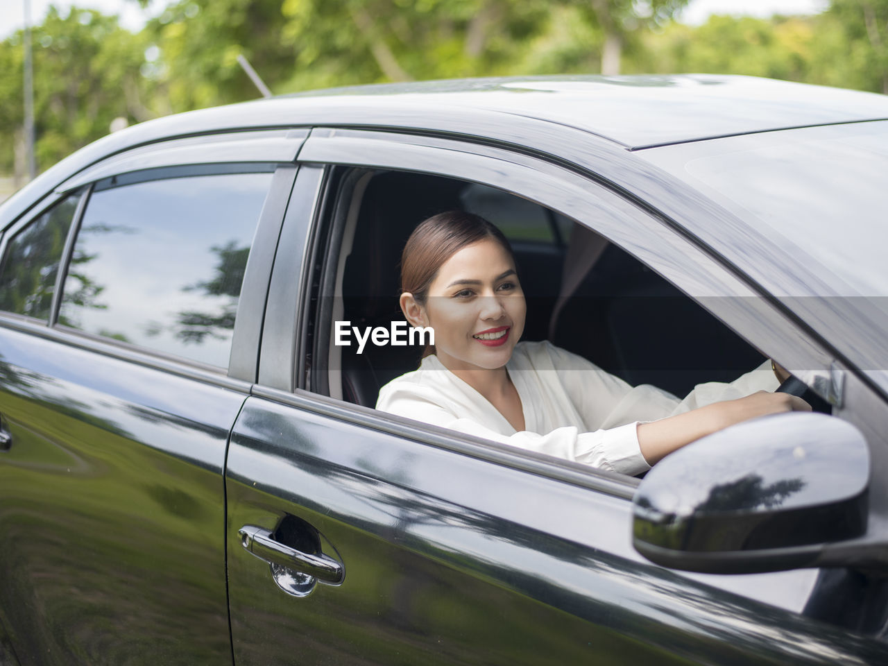 mode of transportation, motor vehicle, car, transportation, land vehicle, portrait, smiling, one person, women, happiness, looking at camera, lifestyles, adult, window, headshot, young adult, young women, glass - material, real people, leisure activity, outdoors, beautiful woman, car door