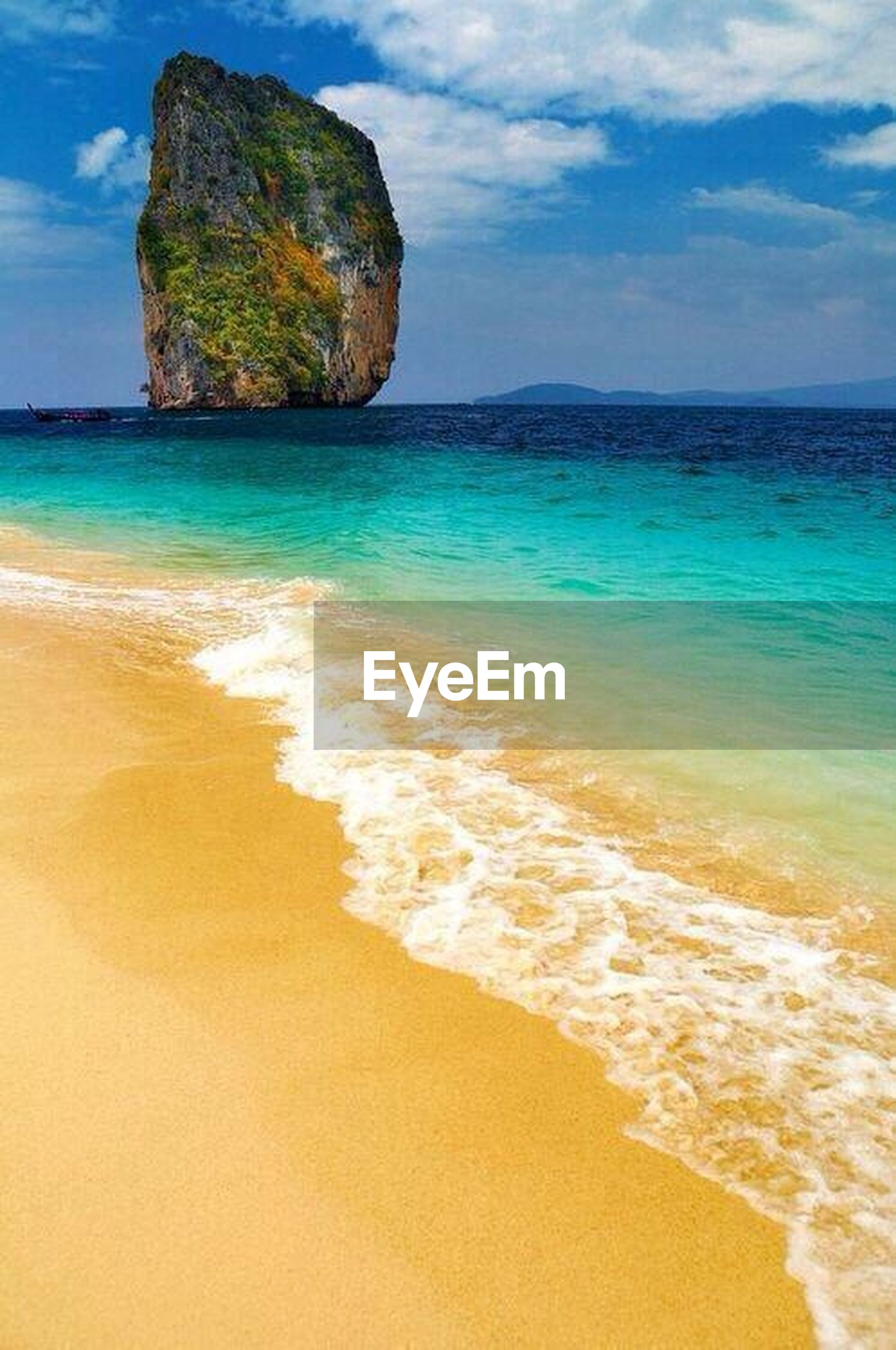 sea, beach, water, horizon over water, sand, shore, sky, tranquil scene, scenics, tranquility, beauty in nature, nature, coastline, idyllic, blue, vacations, wave, cloud, rock formation, cloud - sky