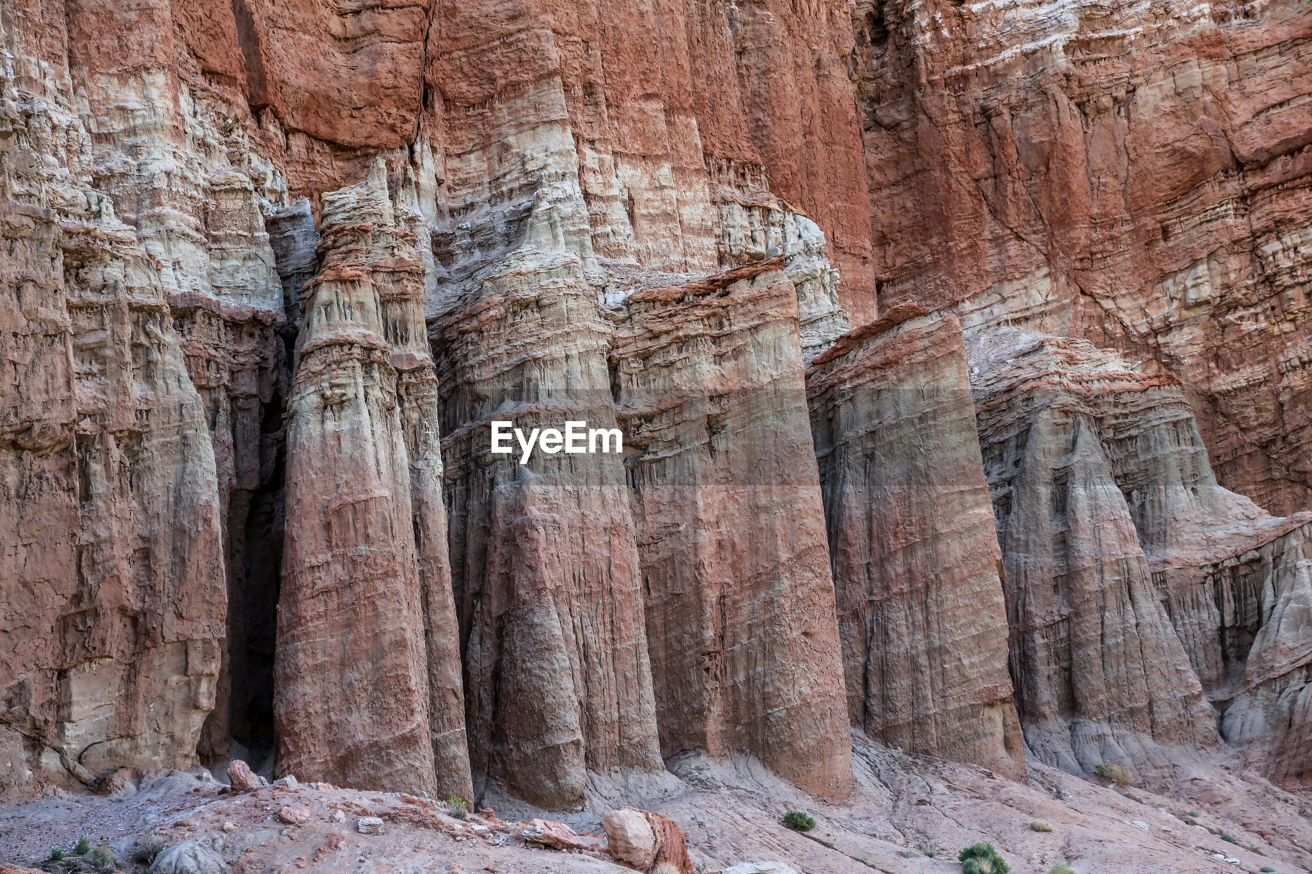 FULL FRAME SHOT OF ROCK FORMATIONS IN A CANYON