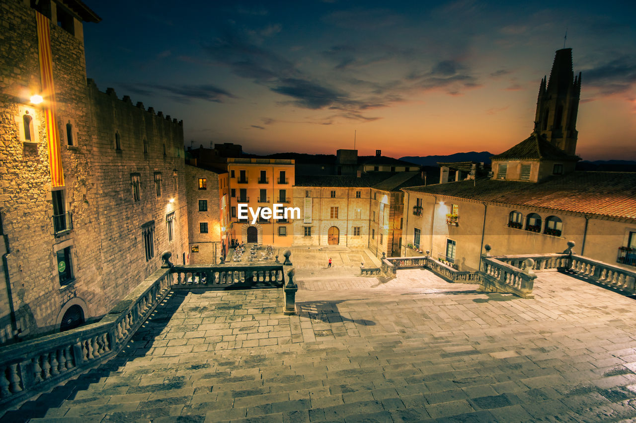 architecture, building exterior, built structure, building, sky, city, night, illuminated, residential district, nature, cloud - sky, sunset, street, no people, lighting equipment, outdoors, town, staircase, railing, dusk