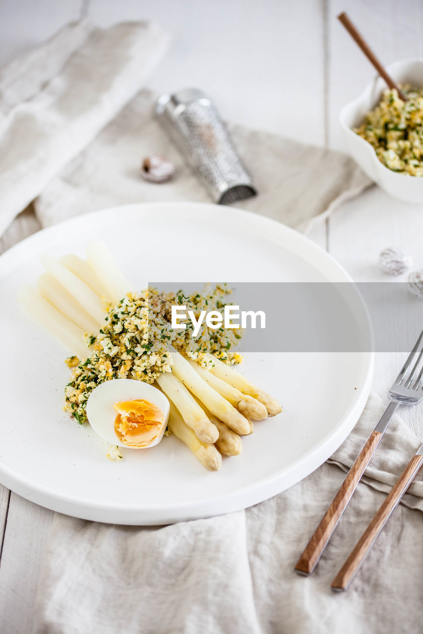 food and drink, food, freshness, table, ready-to-eat, pasta, plate, italian food, indoors, kitchen utensil, healthy eating, no people, wellbeing, still life, eating utensil, high angle view, bowl, indulgence, fork, close-up, spaghetti, garnish, table knife, temptation