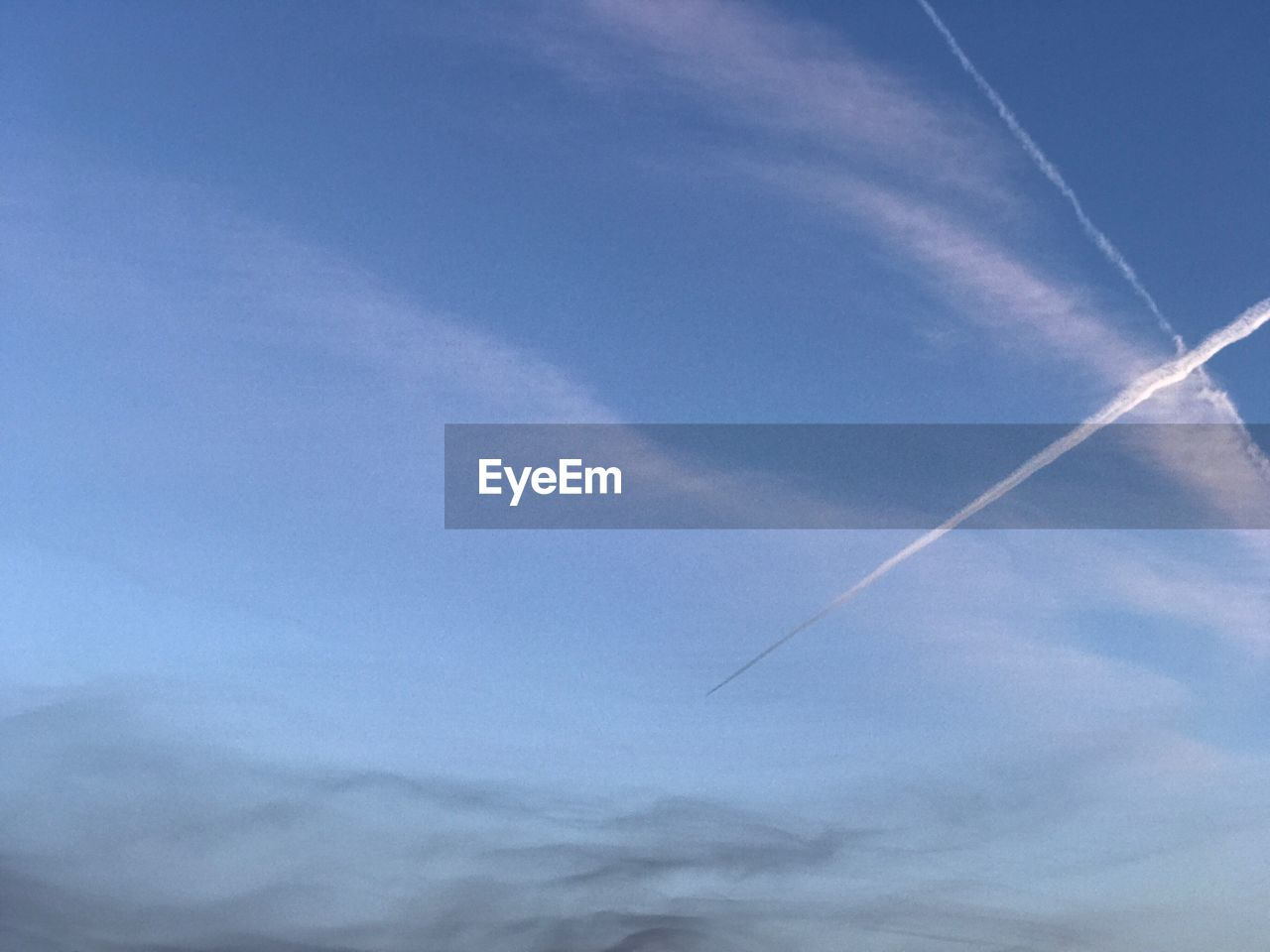 vapor trail, contrail, white, low angle view, blue, sky, majestic, nature, no people, beauty in nature, day, scenics, outdoors