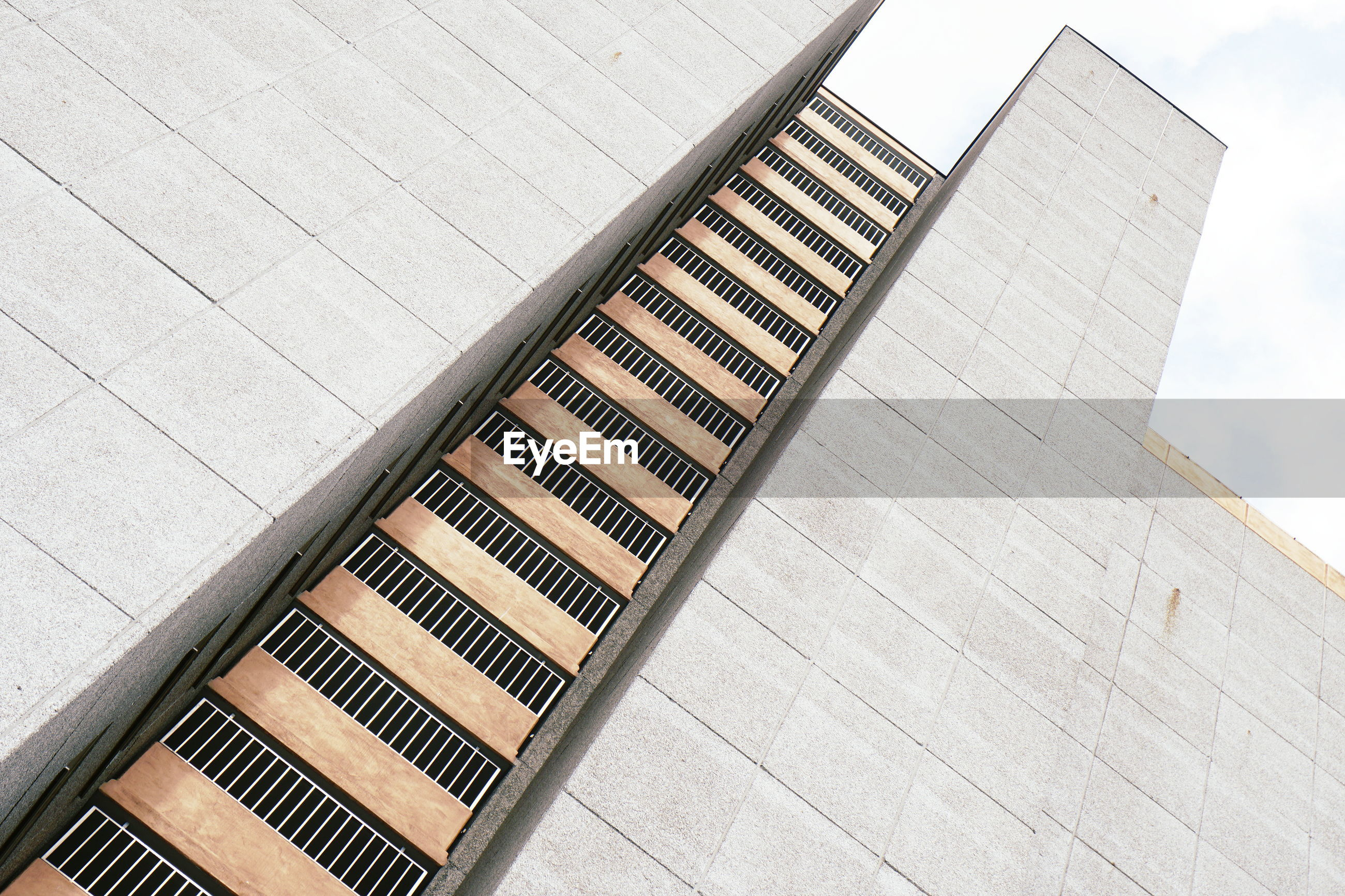 HIGH ANGLE VIEW OF STAIRCASE ON BUILDING