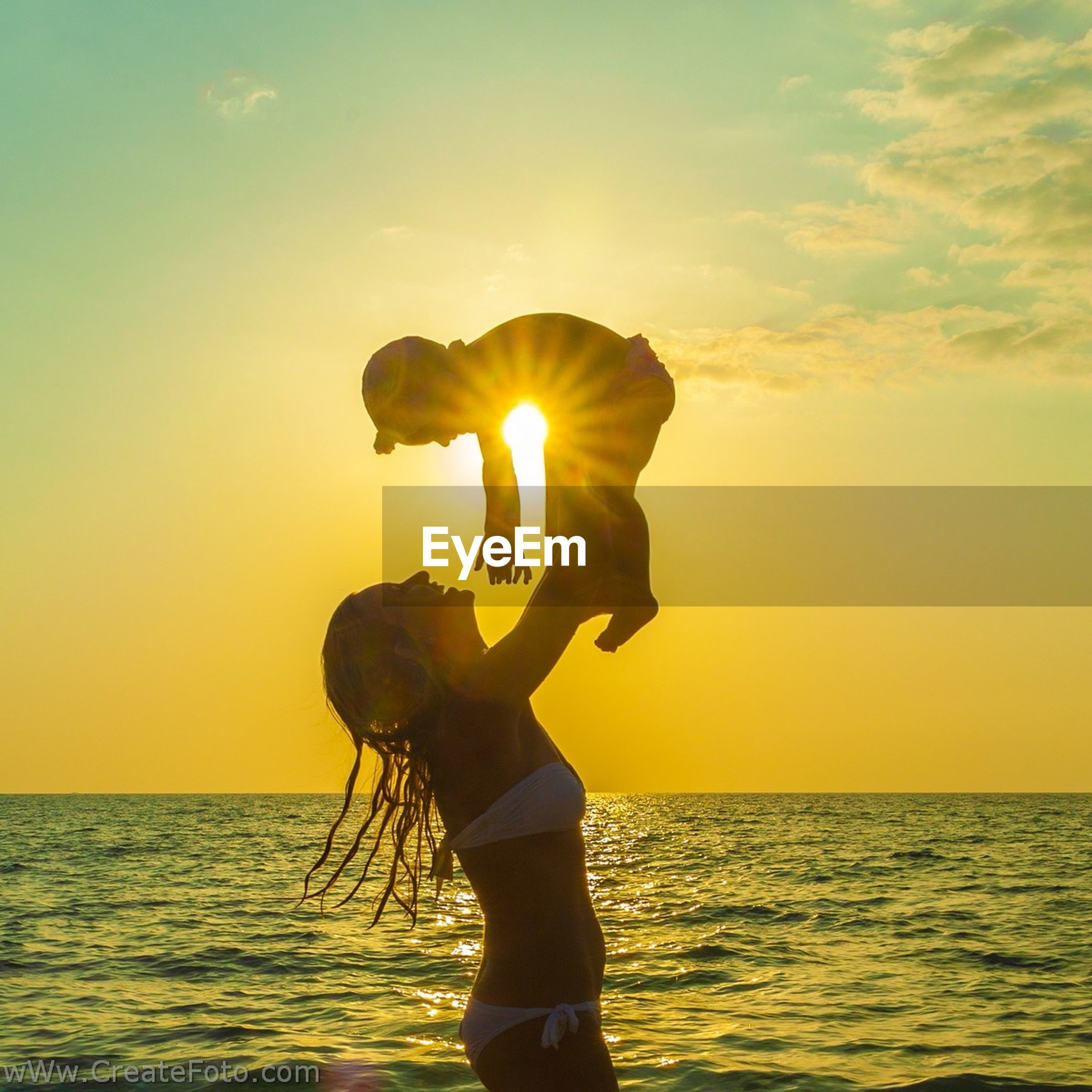sunset, sun, sea, water, horizon over water, orange color, sky, scenics, leisure activity, standing, lifestyles, beauty in nature, tranquil scene, silhouette, tranquility, idyllic, nature, sunlight