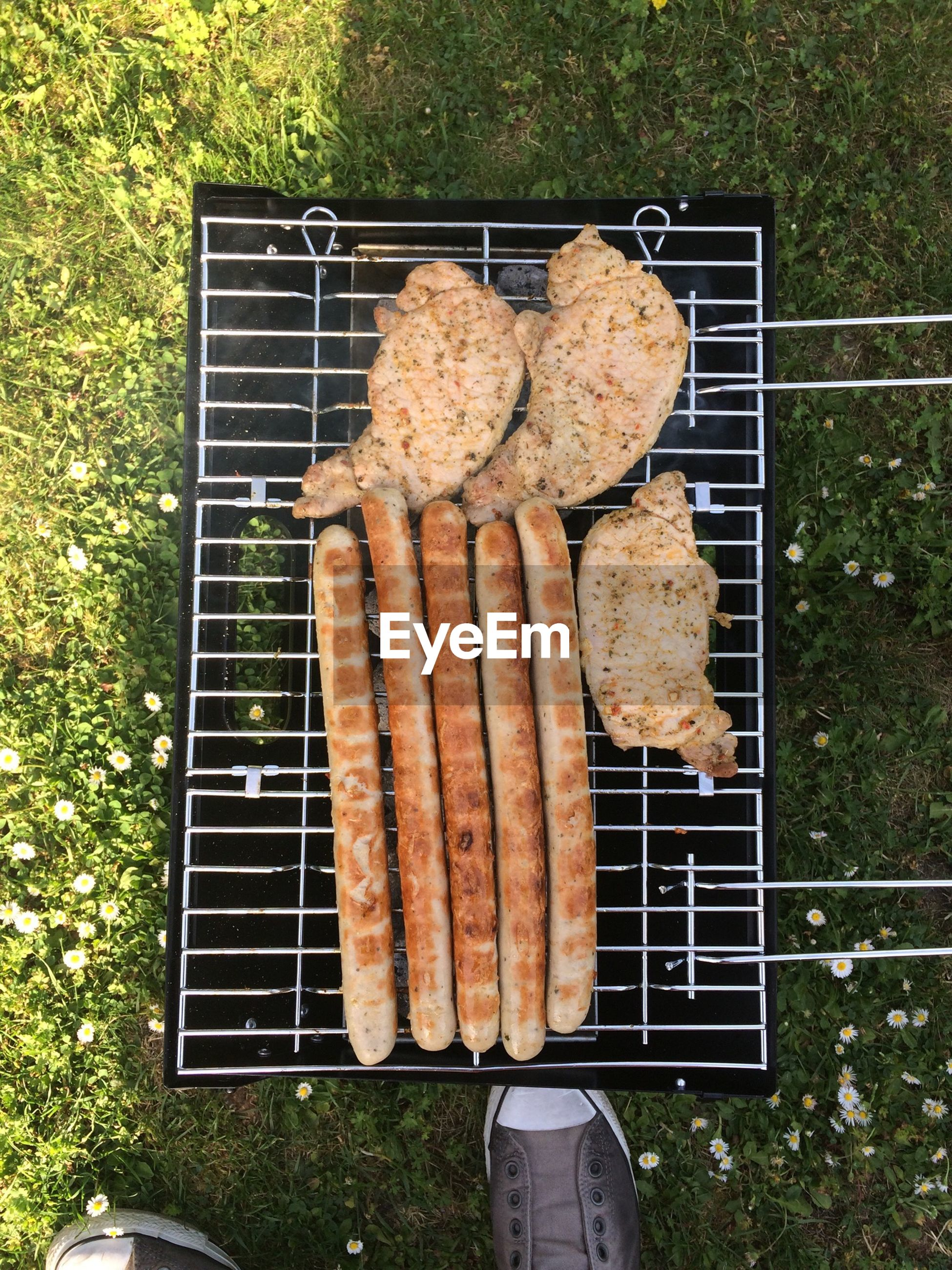 Grilled sausages and chicken