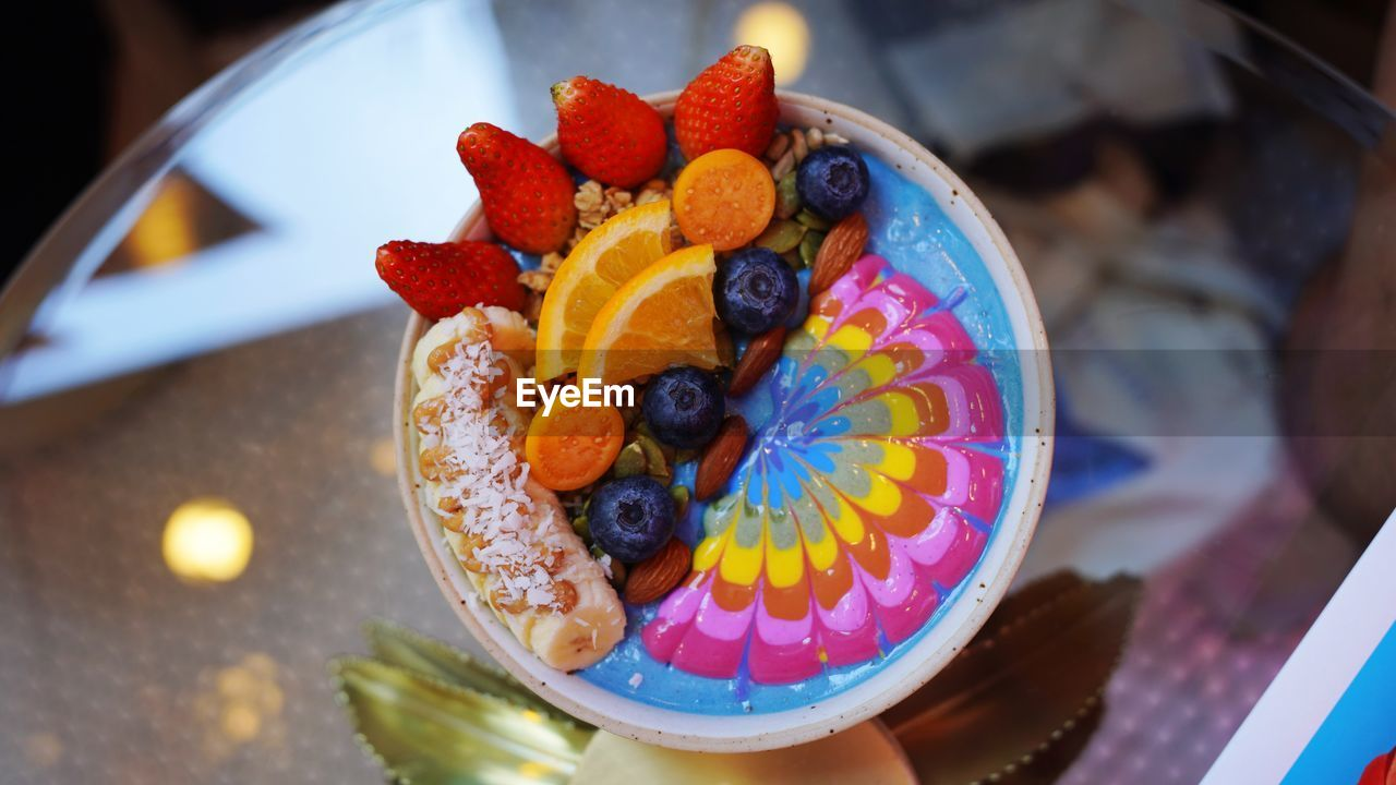 HIGH ANGLE VIEW OF FRUITS IN CAKE