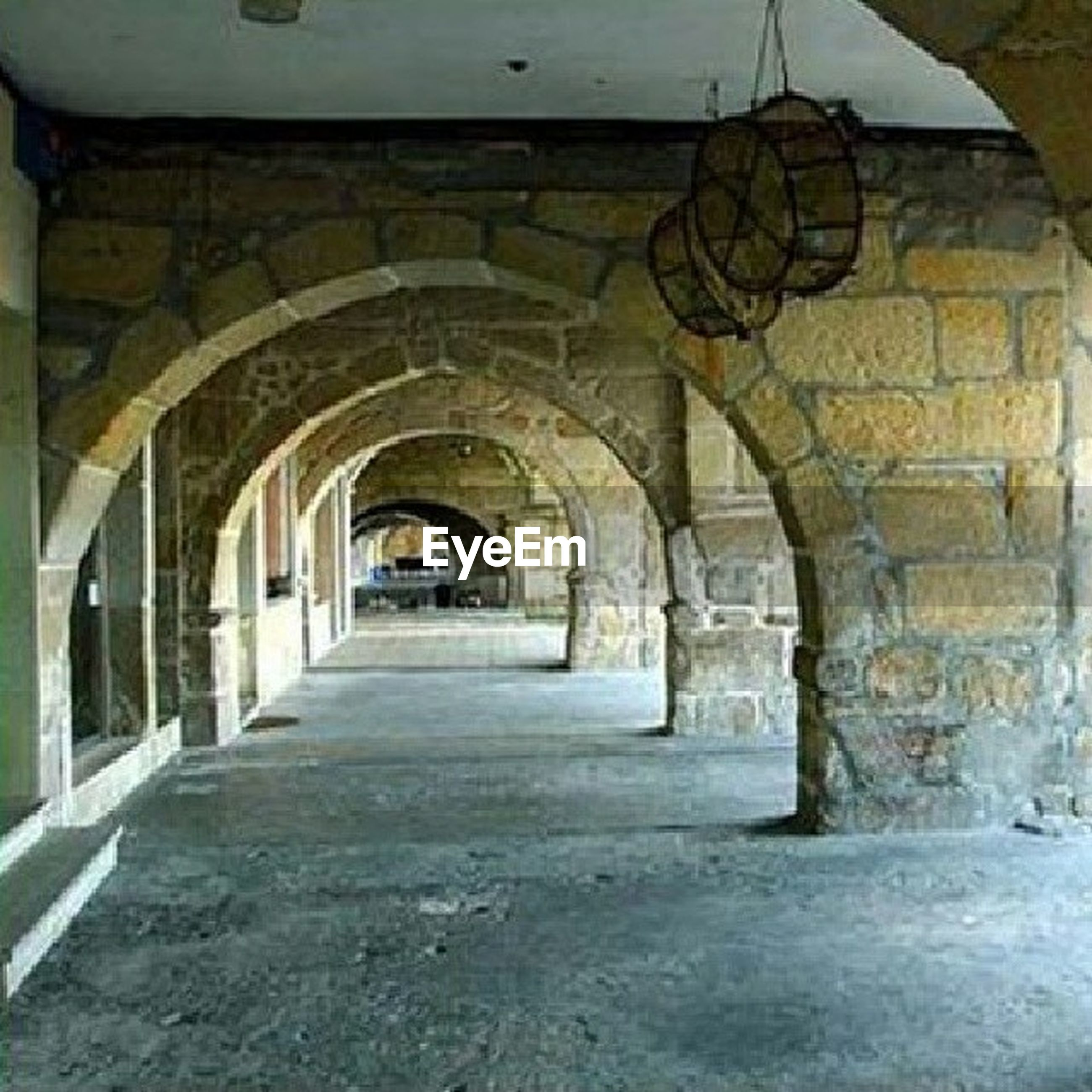 architecture, arch, built structure, indoors, the way forward, archway, corridor, diminishing perspective, old, building, empty, ceiling, history, building exterior, vanishing point, tunnel, architectural column, narrow, day, arched