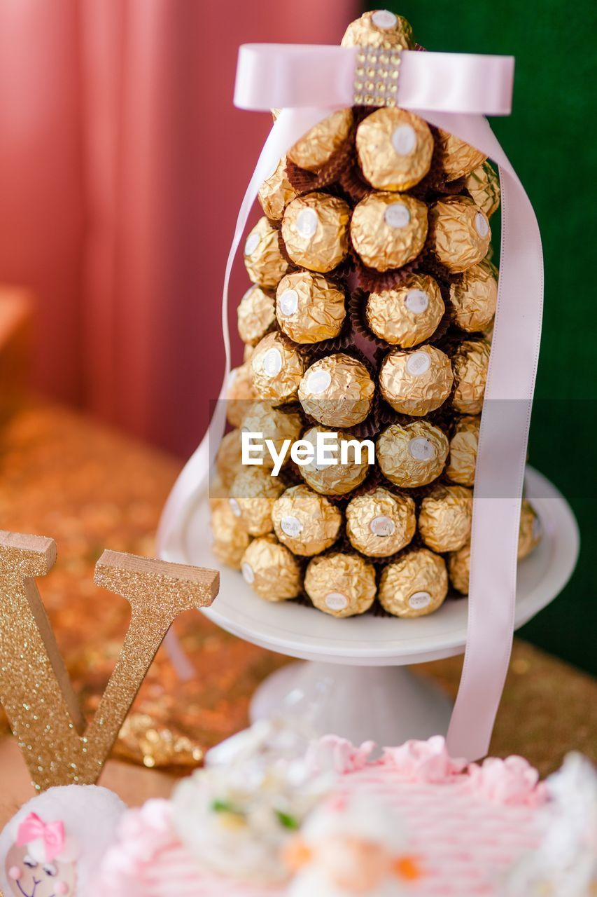 food and drink, food, sweet food, still life, freshness, baked, indoors, no people, indulgence, table, sweet, close-up, focus on foreground, temptation, dessert, cookie, large group of objects, ready-to-eat, celebration, christmas, snack