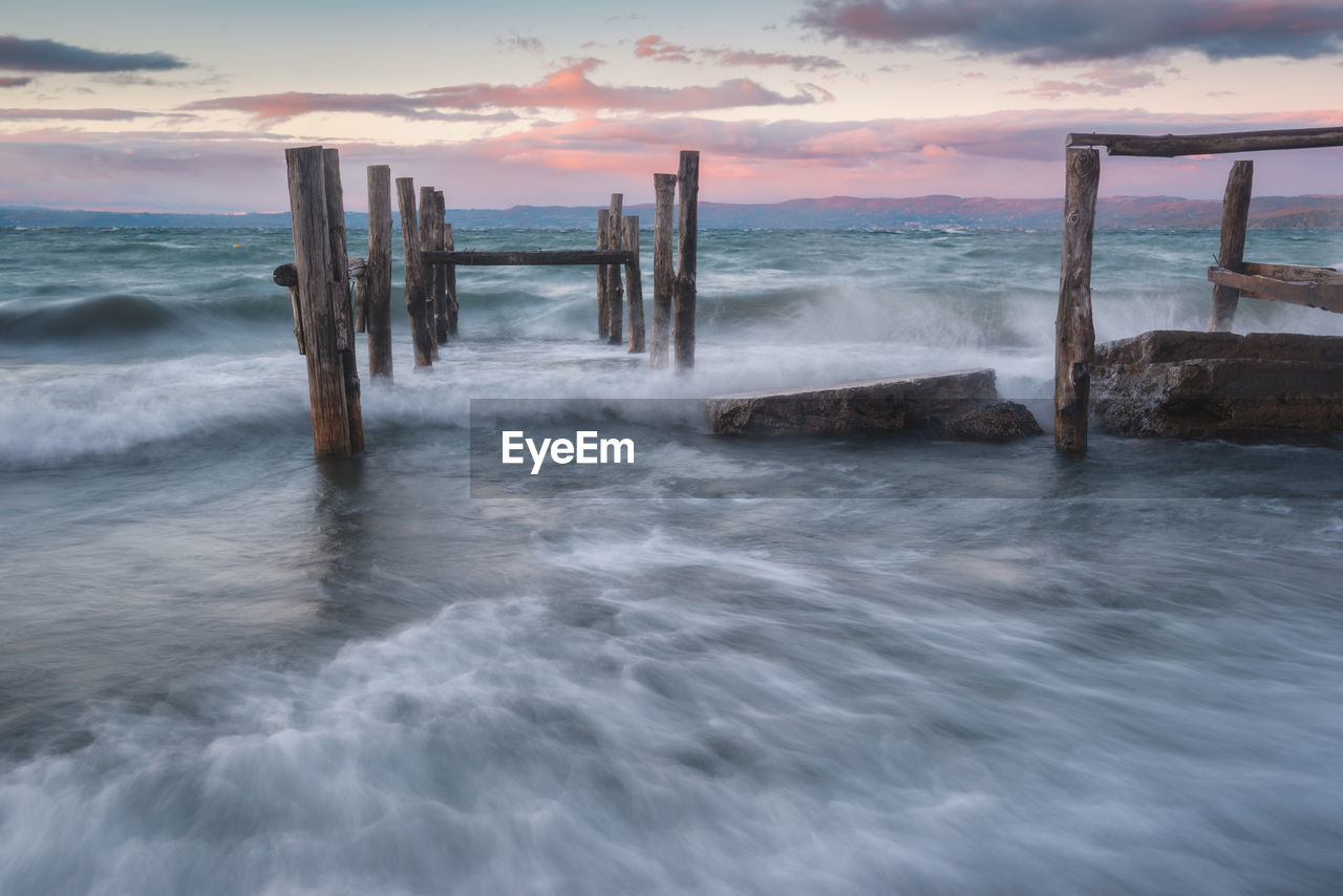 sea, water, nature, horizon over water, scenics, beauty in nature, tranquility, sky, no people, outdoors, tranquil scene, wooden post, cloud - sky, long exposure, day, sunset, wave