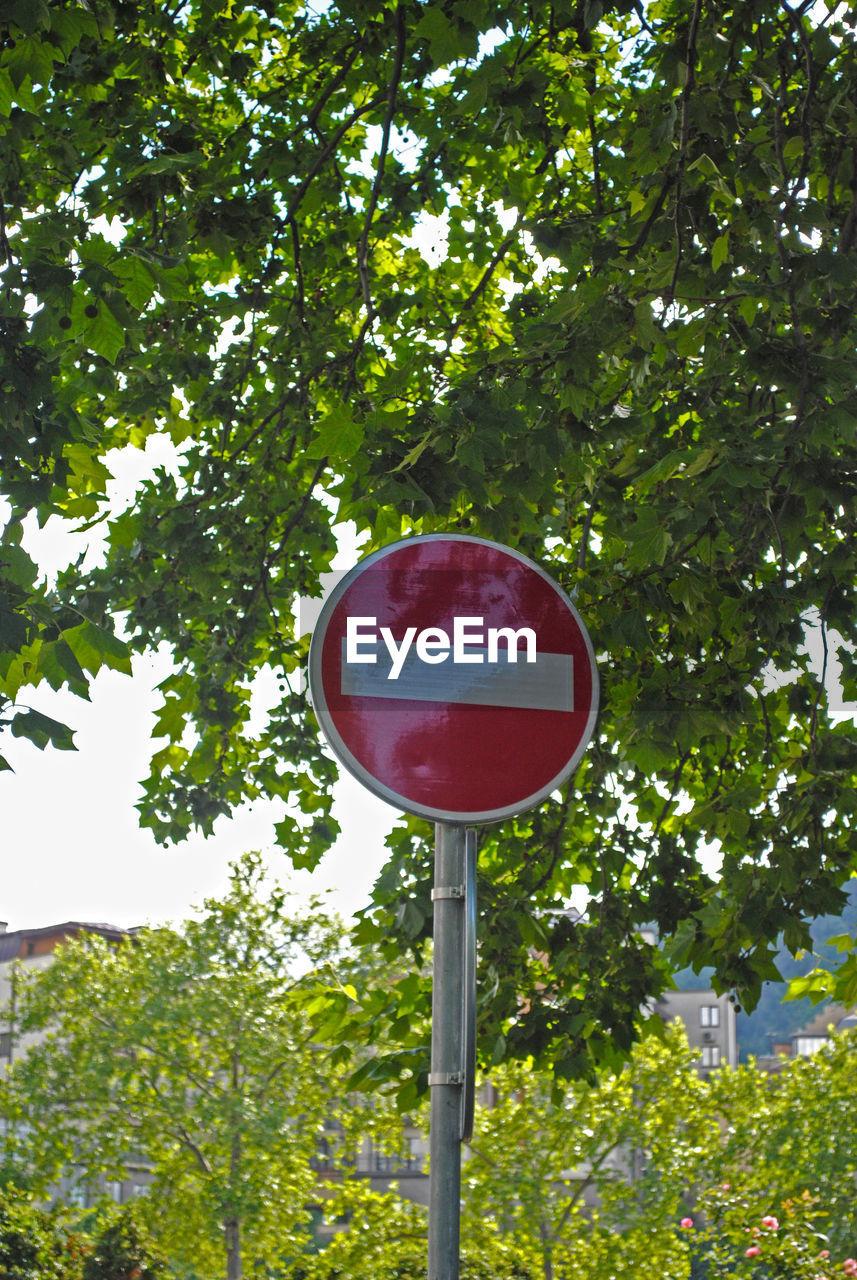 Do not enter sign against trees