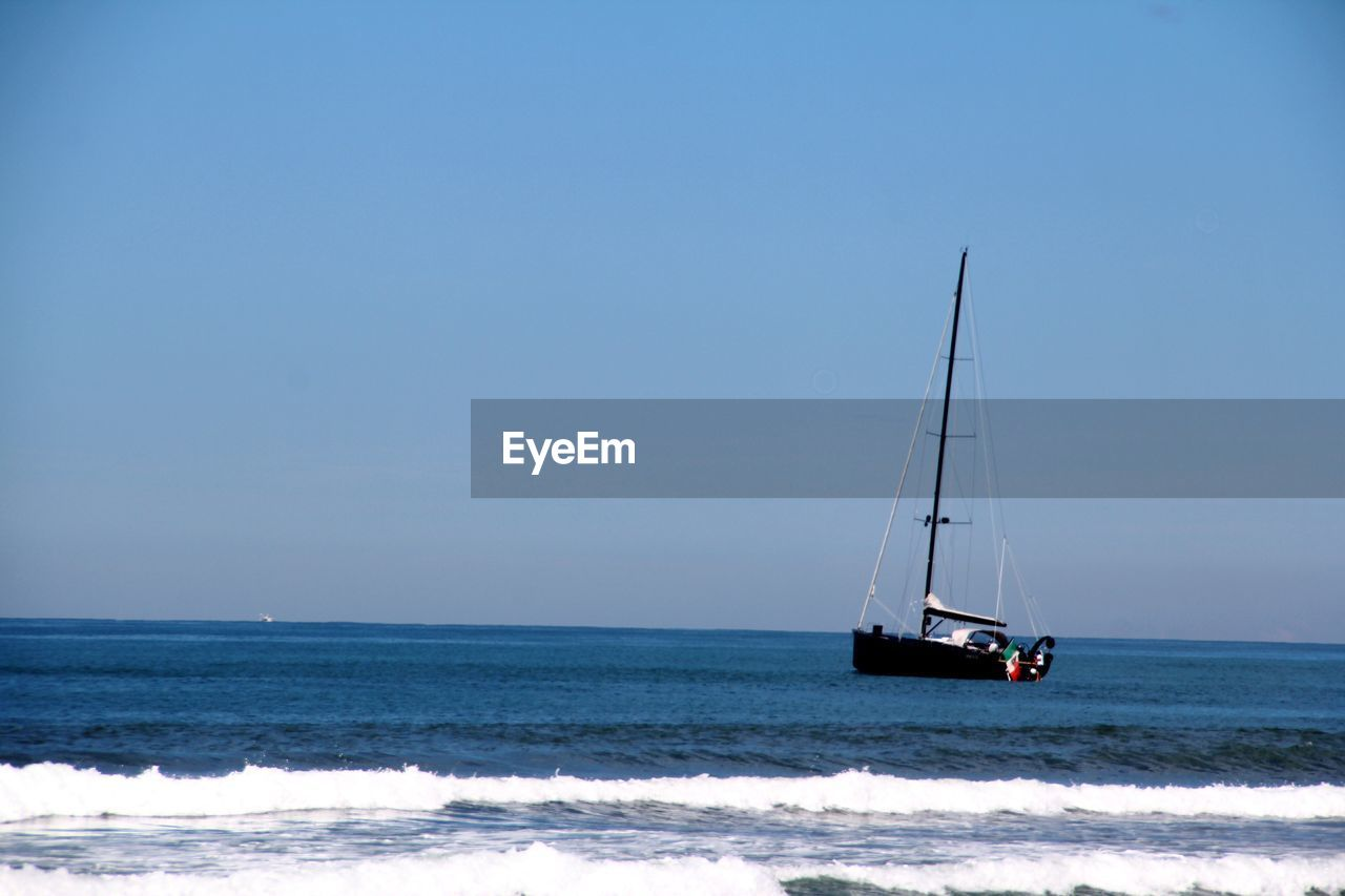 sea, water, sky, horizon over water, nautical vessel, horizon, transportation, beauty in nature, mode of transportation, sailboat, scenics - nature, sailing, copy space, clear sky, nature, day, motion, waterfront, sport, no people, outdoors