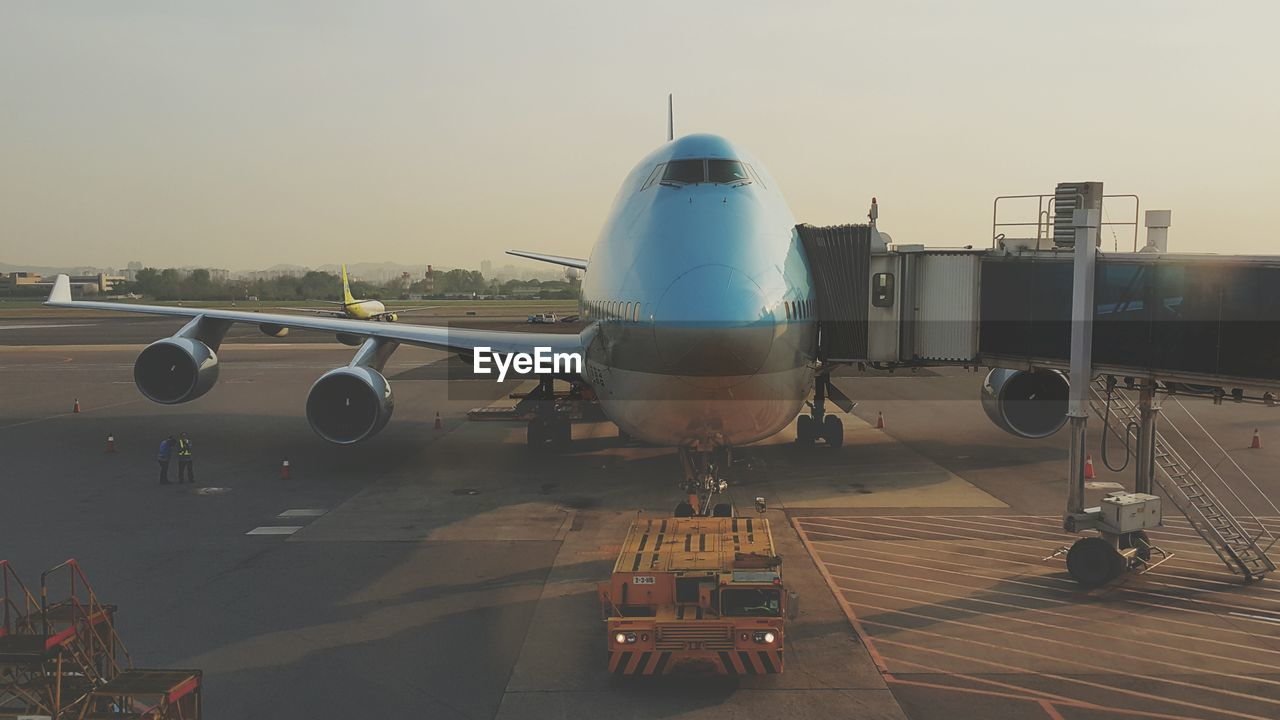 Boarding passageway connected to airplane door at terminal