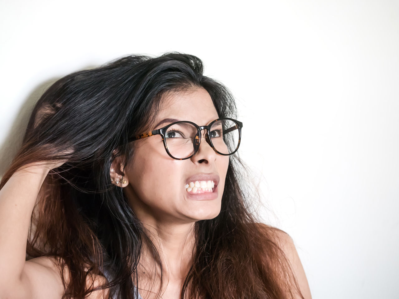 PORTRAIT OF A YOUNG WOMAN WEARING EYEGLASSES