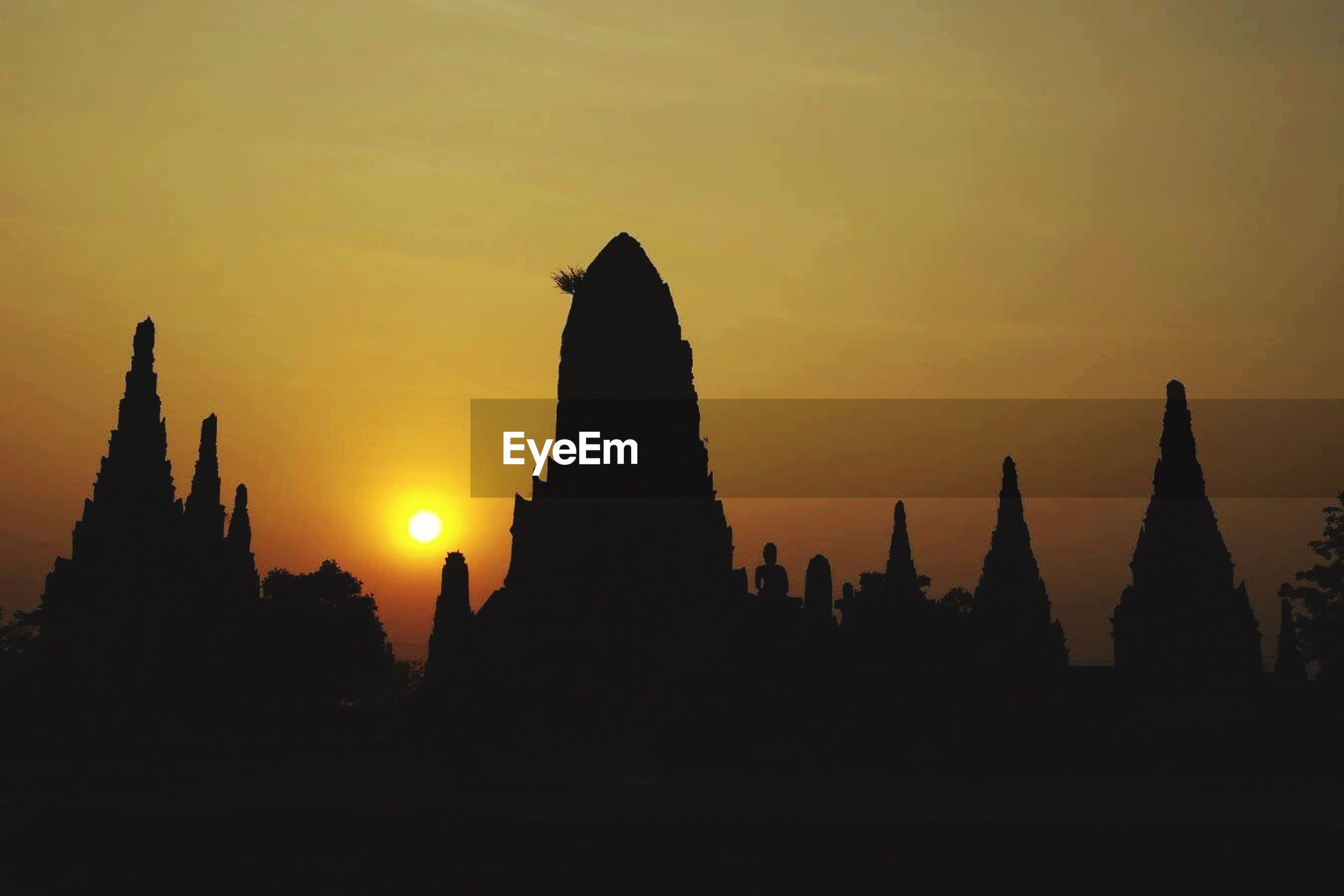 sunset, silhouette, architecture, building exterior, built structure, sun, orange color, famous place, sky, place of worship, religion, travel destinations, travel, spirituality, international landmark, temple - building, tourism, history, low angle view