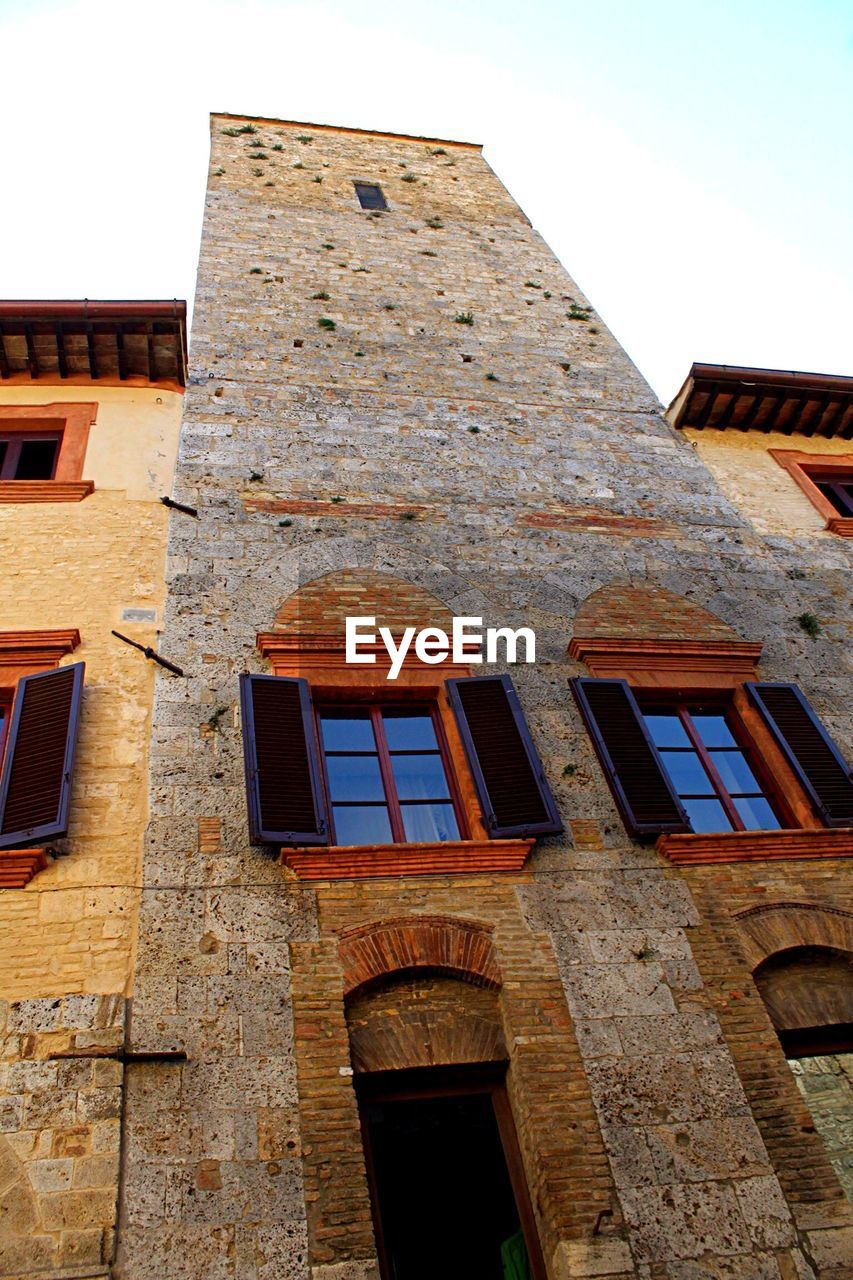 architecture, building exterior, built structure, low angle view, window, no people, outdoors, day, sky, city