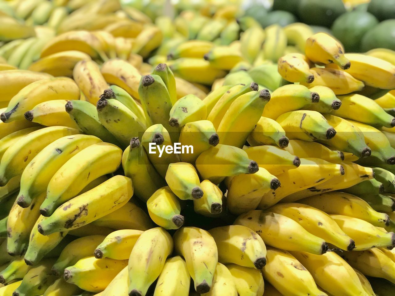 healthy eating, yellow, food and drink, food, freshness, wellbeing, fruit, large group of objects, banana, market, for sale, abundance, retail, market stall, close-up, still life, no people, full frame, day, backgrounds, retail display, ripe, consumerism