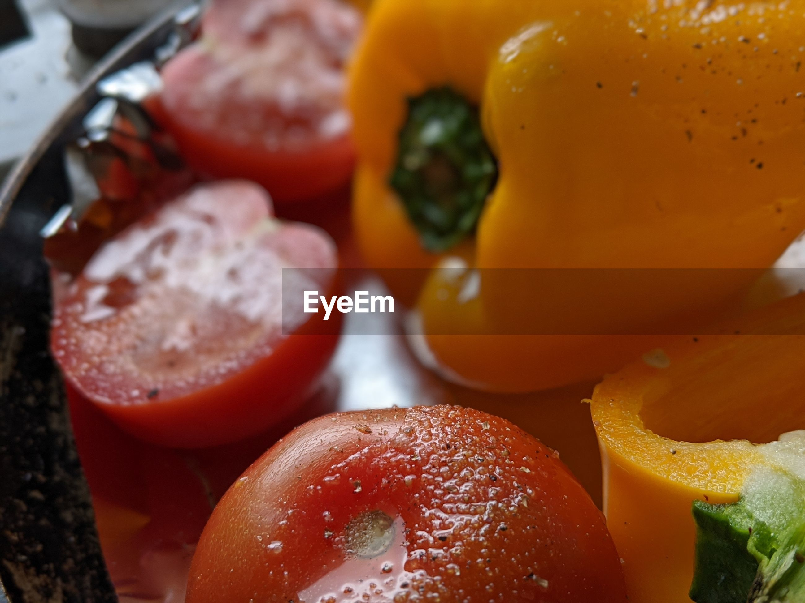 CLOSE-UP OF FRESH FRUITS AND VEGETABLES