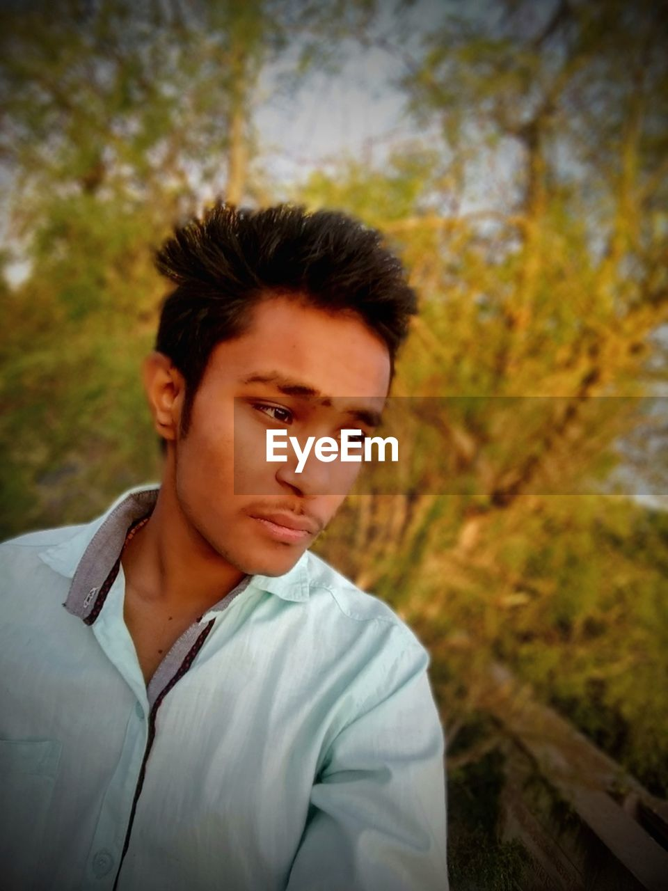real people, one person, young adult, casual clothing, leisure activity, young men, front view, focus on foreground, lifestyles, outdoors, nature, headshot, portrait, day, tree, tensed, close-up