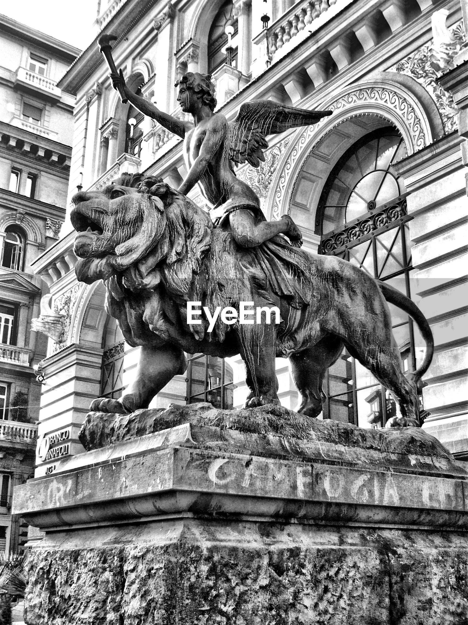 statue, sculpture, architecture, horse, art and craft, animal representation, low angle view, history, built structure, building exterior, outdoors, day, no people, city, sky
