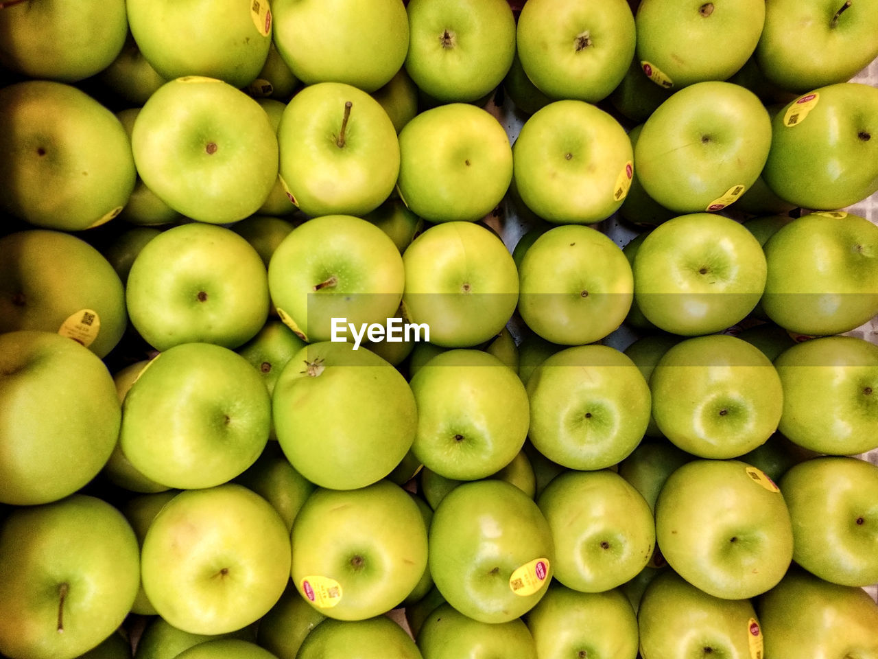 healthy eating, wellbeing, backgrounds, food and drink, green color, food, large group of objects, full frame, market, freshness, abundance, for sale, apple - fruit, retail, no people, fruit, apple, market stall, still life, granny smith apple, sale, retail display