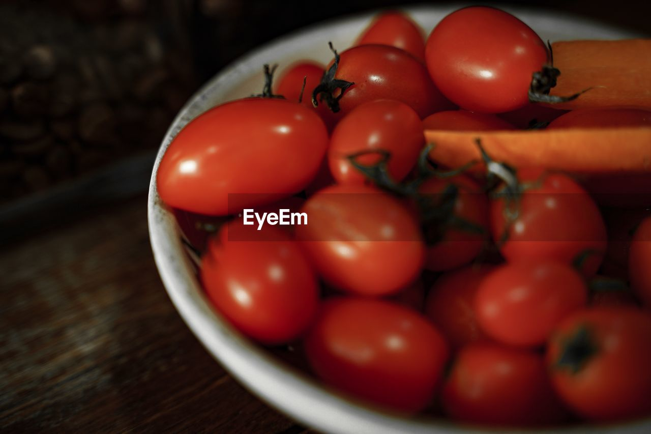 food and drink, tomato, food, healthy eating, freshness, vegetable, wellbeing, red, fruit, still life, indoors, table, raw food, close-up, no people, cherry tomato, large group of objects, bowl, selective focus, ripe, vegetarian food