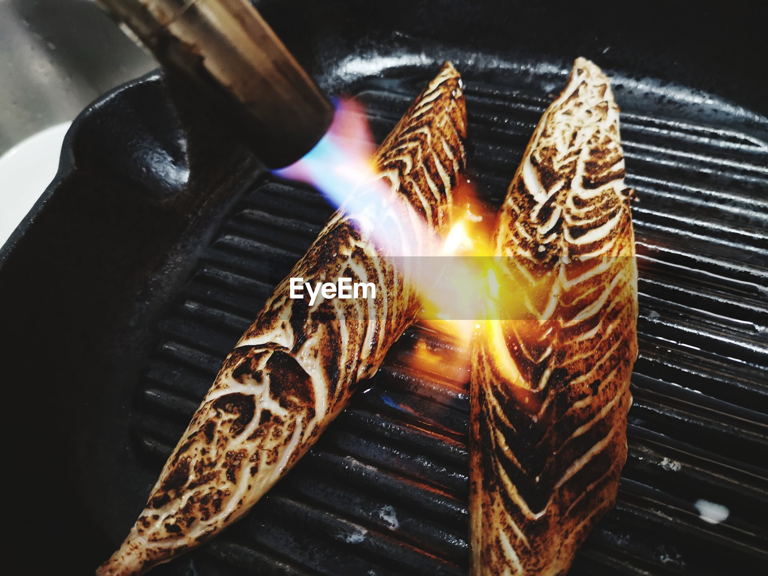 HIGH ANGLE VIEW OF MEAT ON BARBECUE