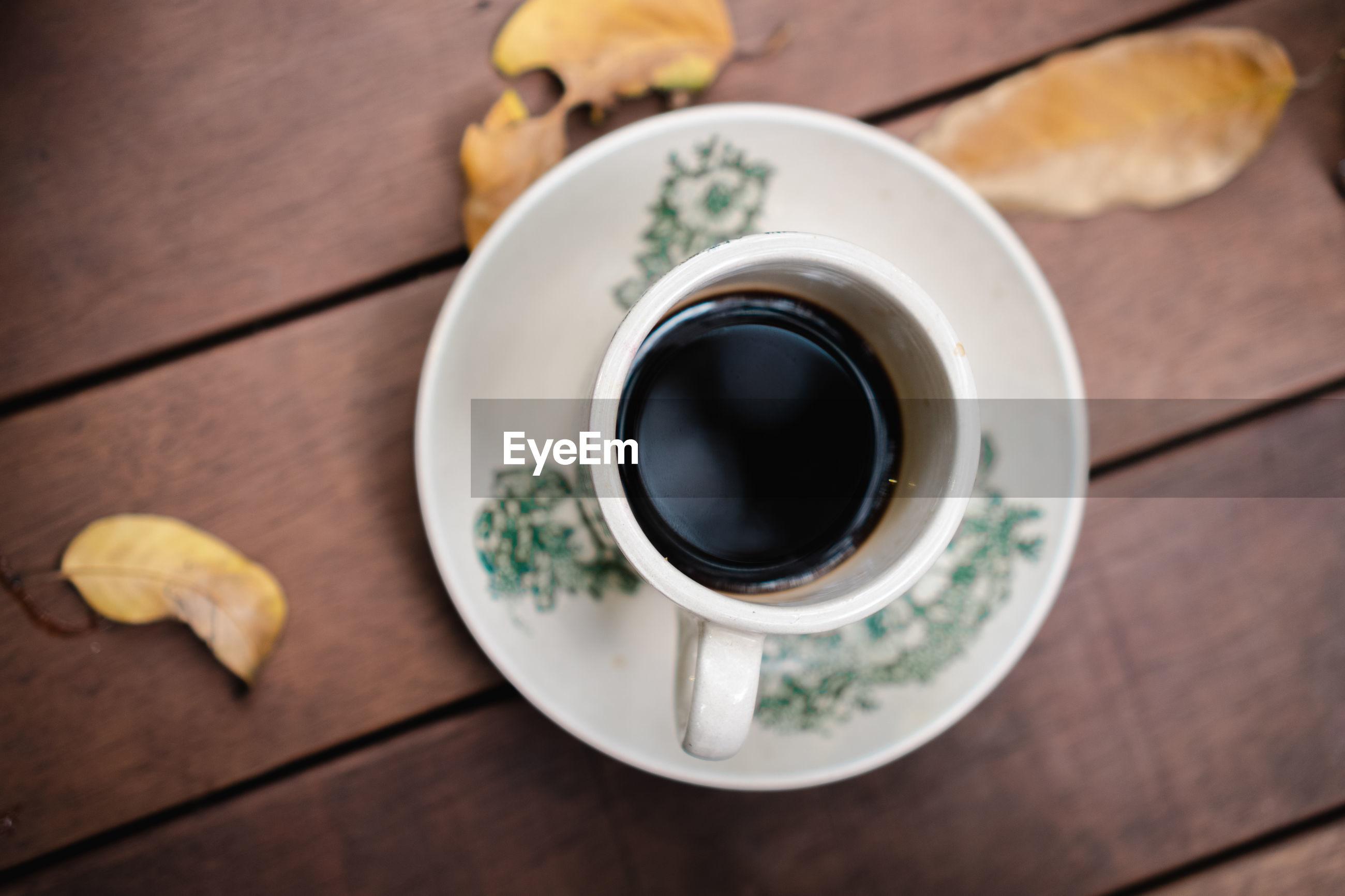 HIGH ANGLE VIEW OF COFFEE CUP AND TEA ON TABLE