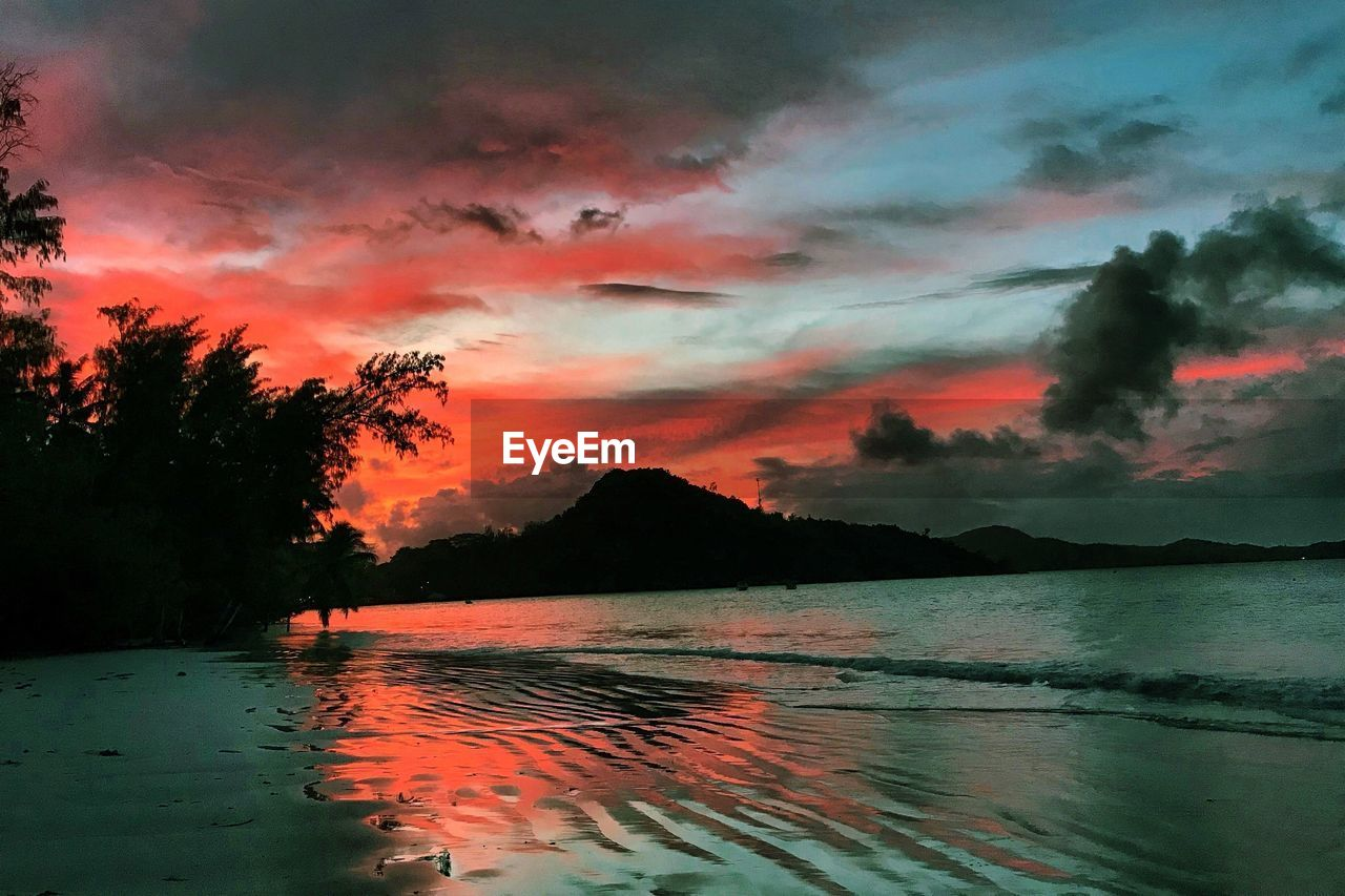 sky, cloud - sky, sunset, beauty in nature, water, scenics - nature, tranquil scene, tranquility, orange color, nature, idyllic, no people, reflection, waterfront, tree, dramatic sky, silhouette, mountain, plant, outdoors, romantic sky