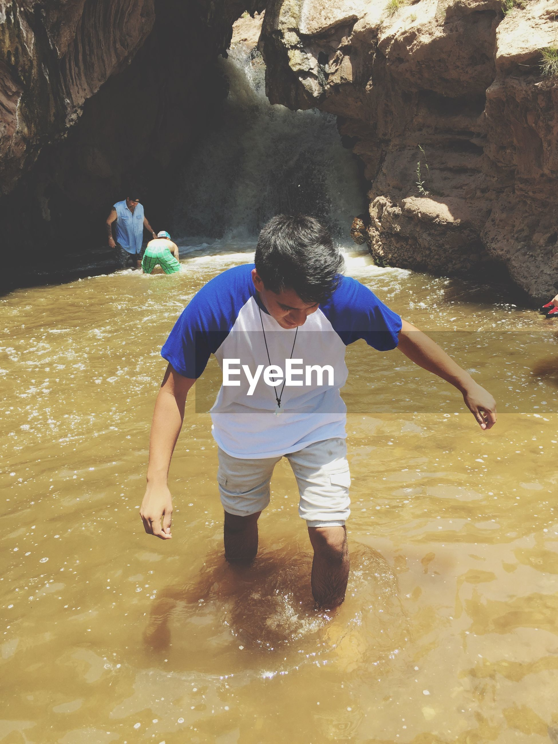 full length, lifestyles, leisure activity, rear view, boys, togetherness, childhood, beach, sand, casual clothing, girls, walking, bonding, men, person, water, shore, family
