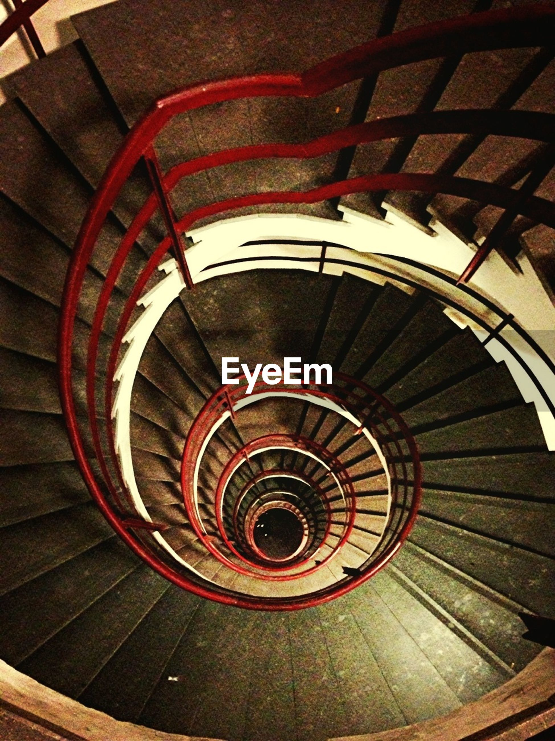 steps and staircases, steps, staircase, indoors, spiral staircase, spiral, railing, built structure, high angle view, architecture, pattern, stairs, ceiling, escalator, directly above, circle, diminishing perspective, design, modern, metal
